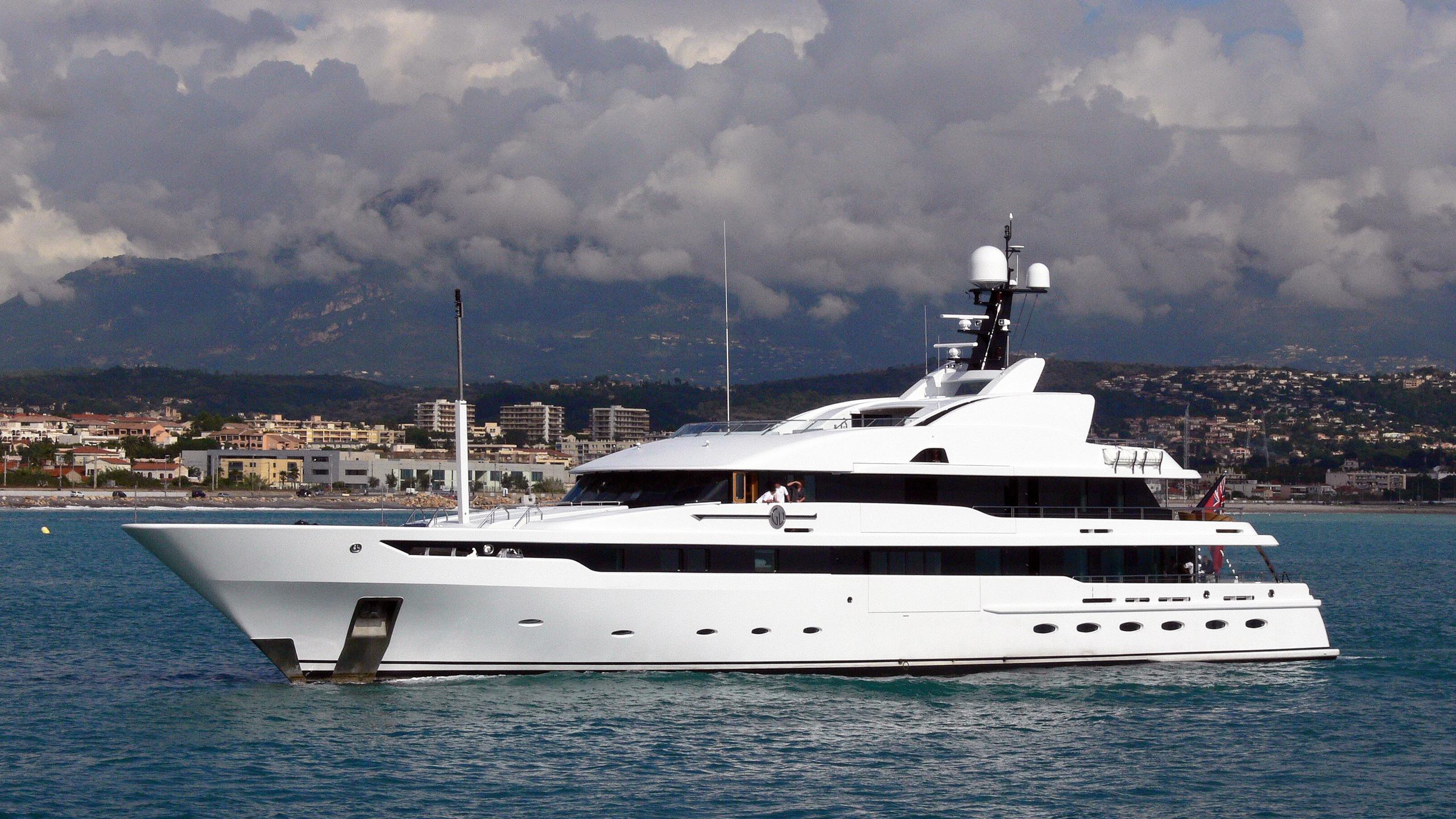 astrid-conroy-yacht-exterior