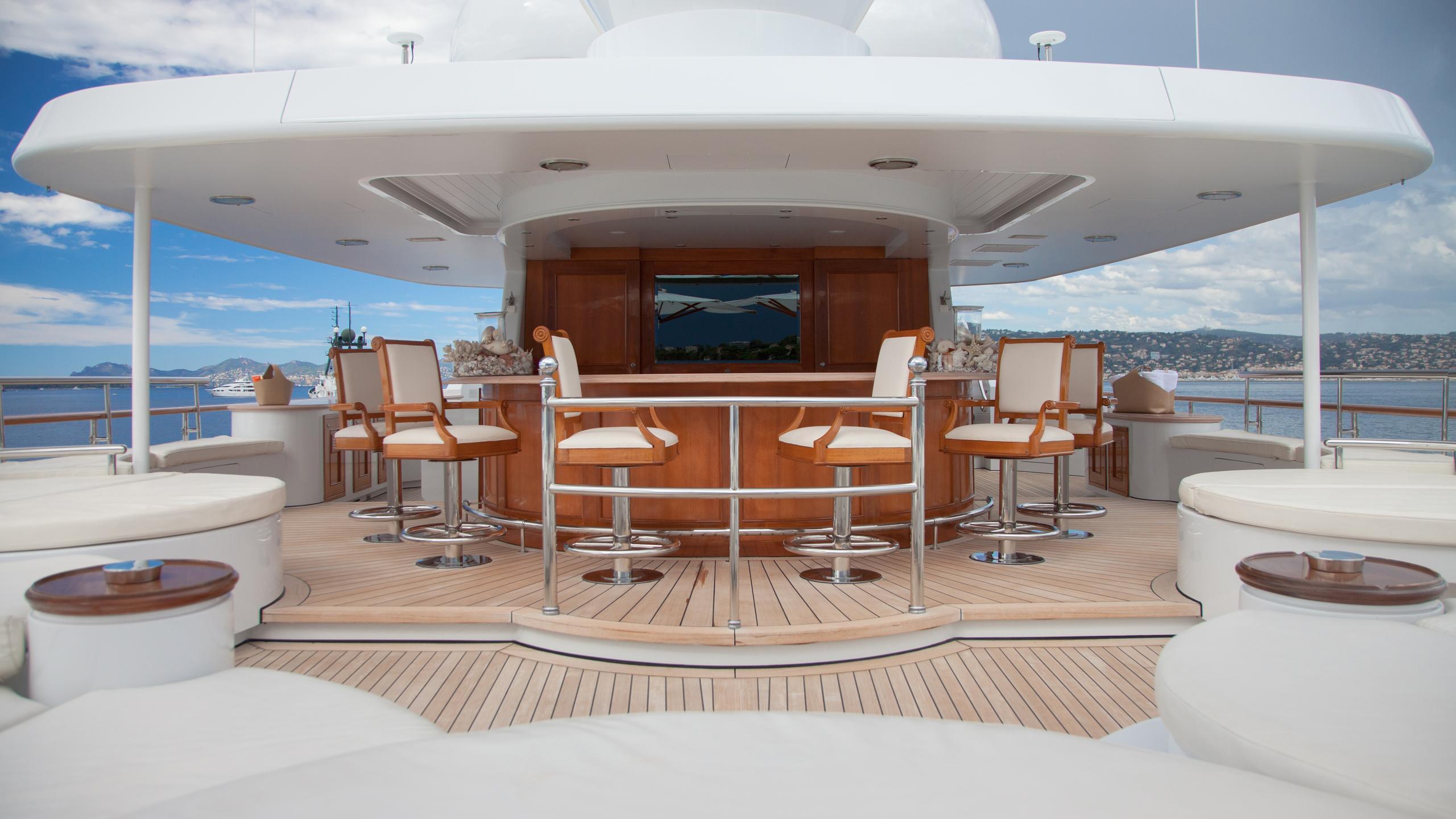 faribana-v-yacht-bar