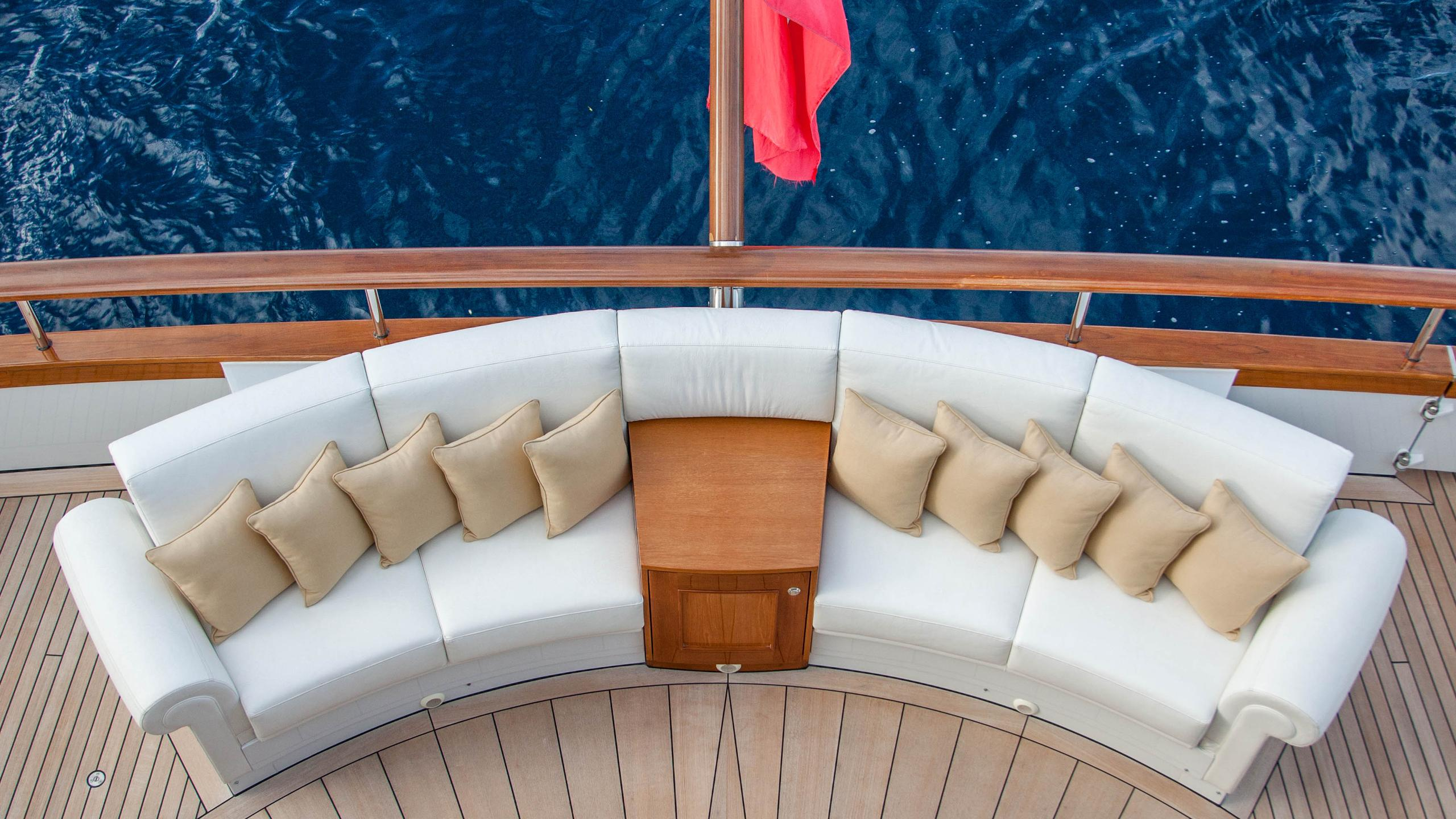 faribana-v-yacht-aft-lounger