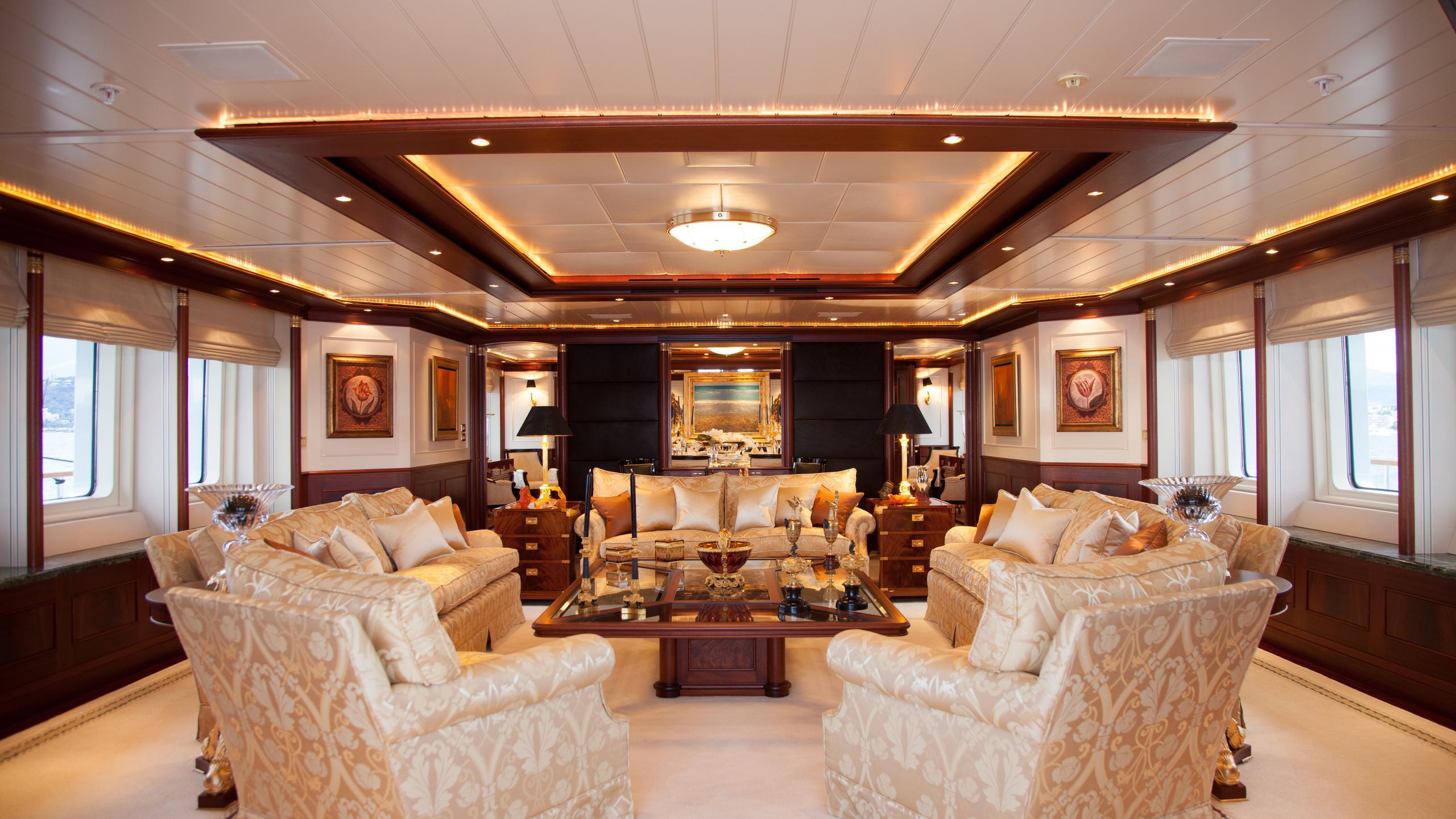 faribana-v-yacht-saloon