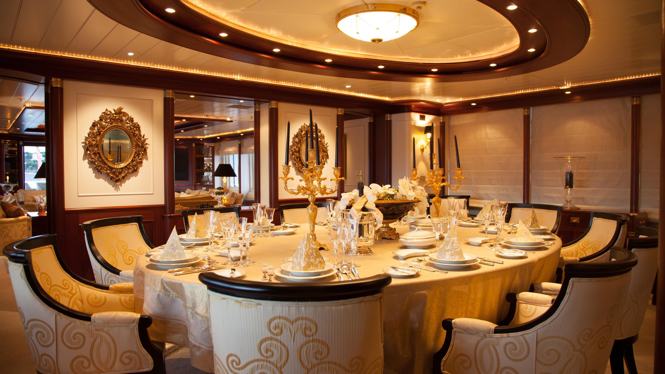 faribana-v-yacht-formal-dining