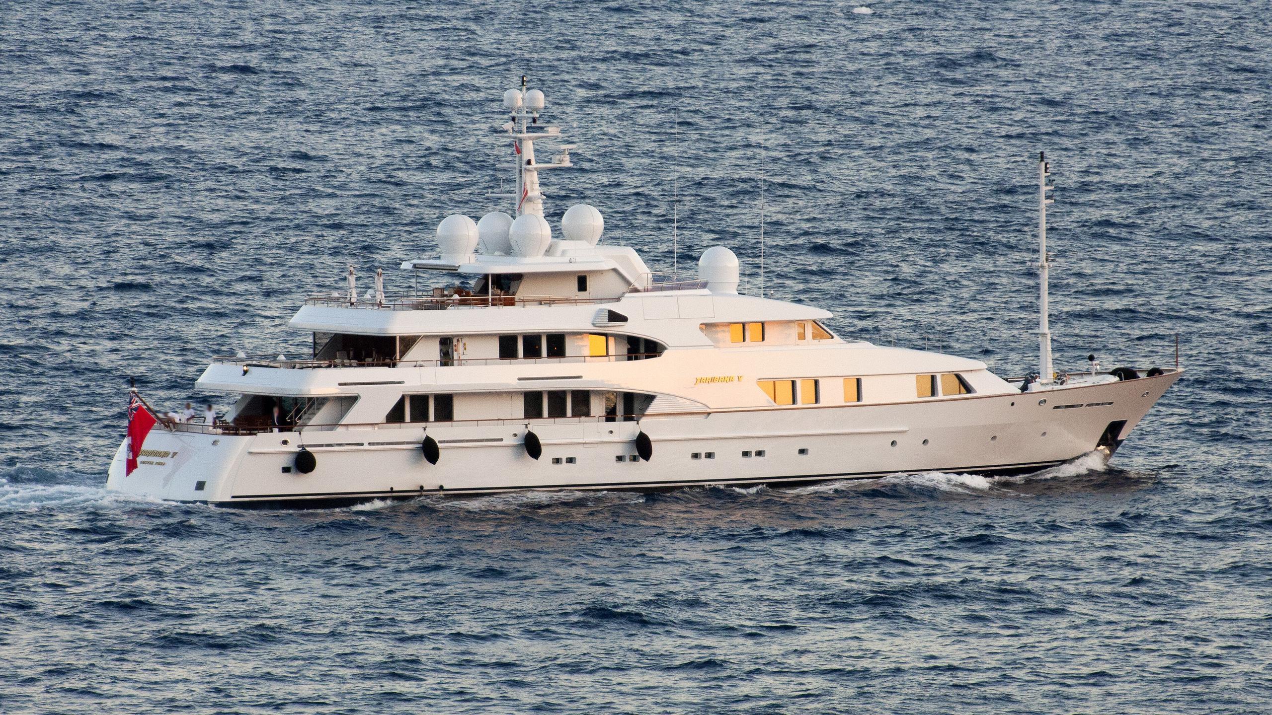 faribana-v-yacht-exterior