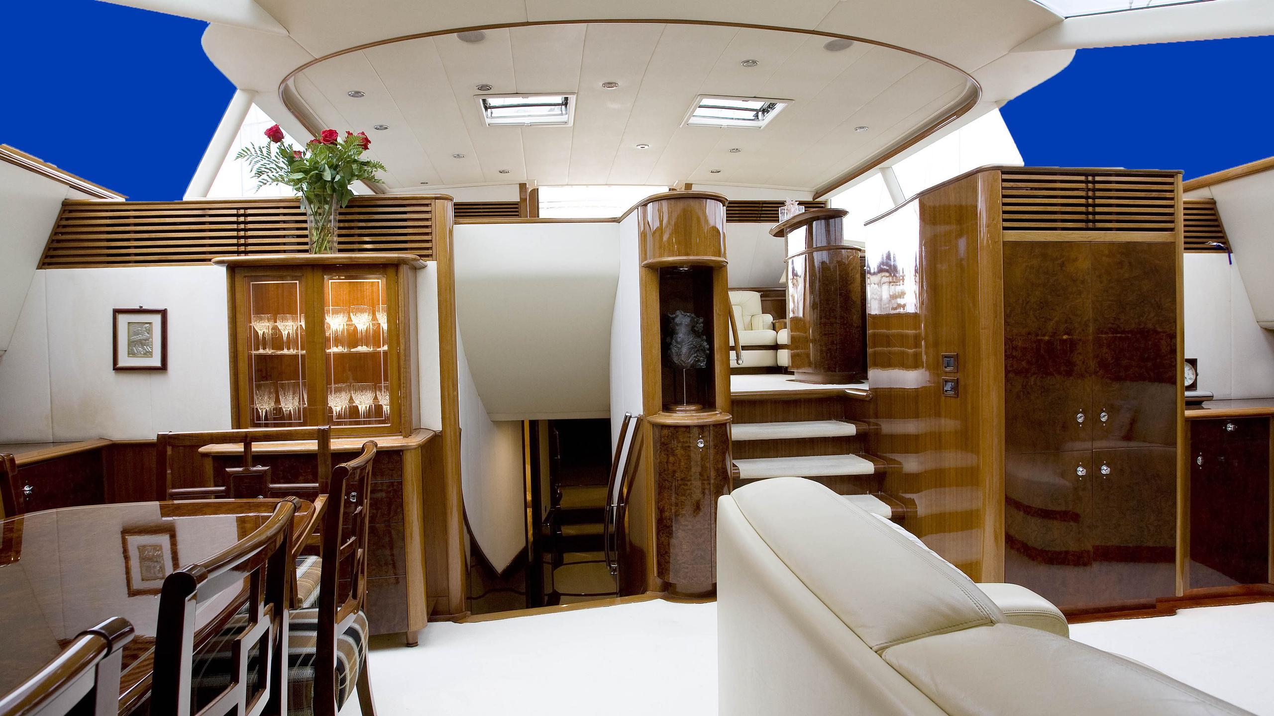 soverign-yacht-saloon