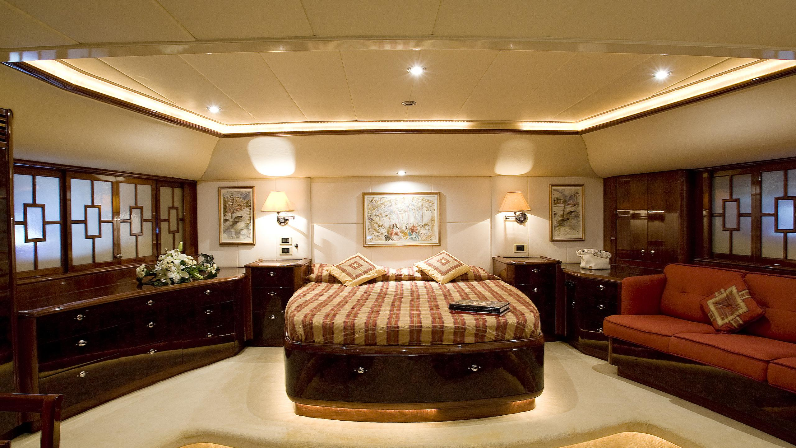 soverign-yacht-double-cabin