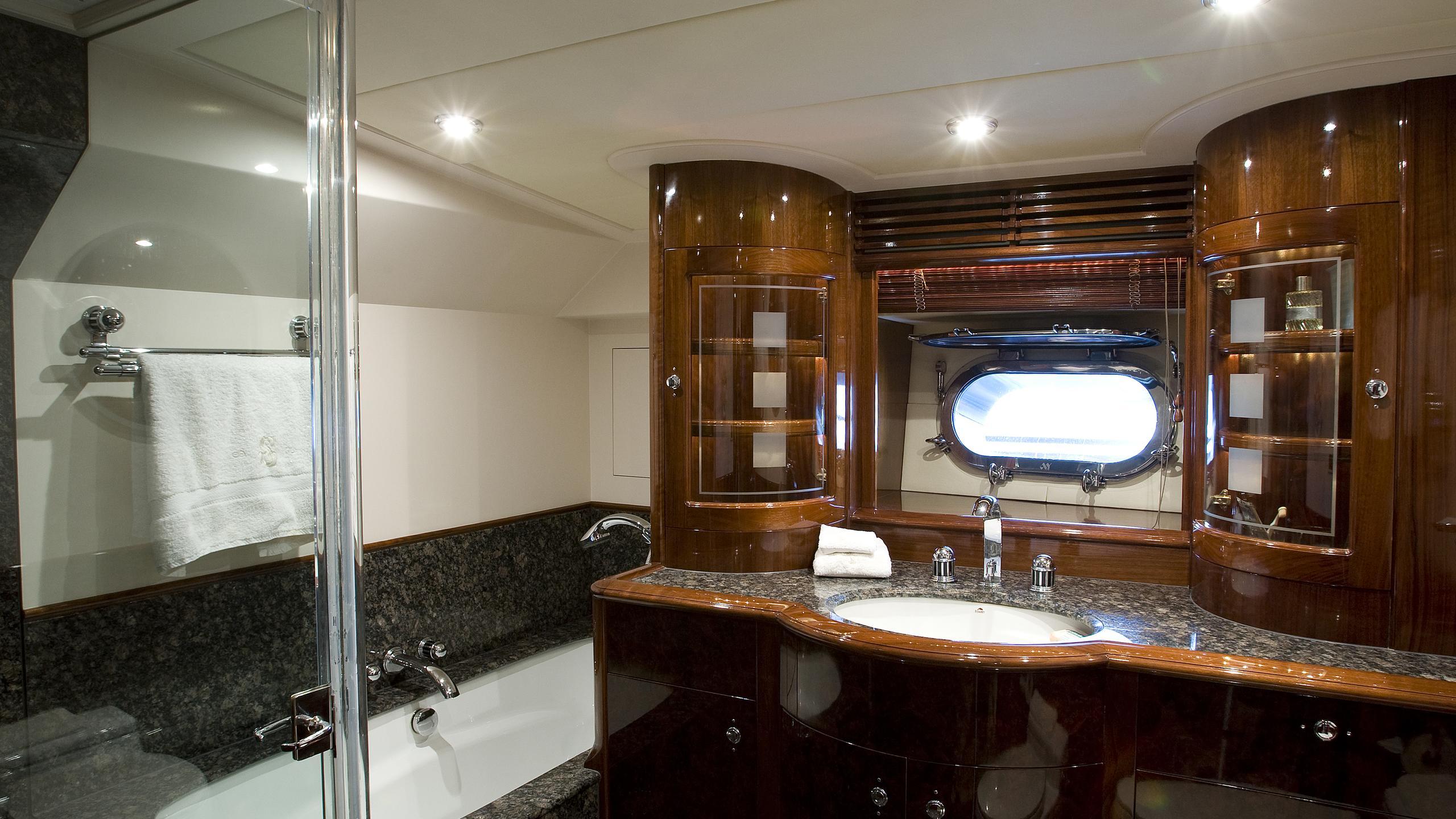 soverign-yacht-bathroom