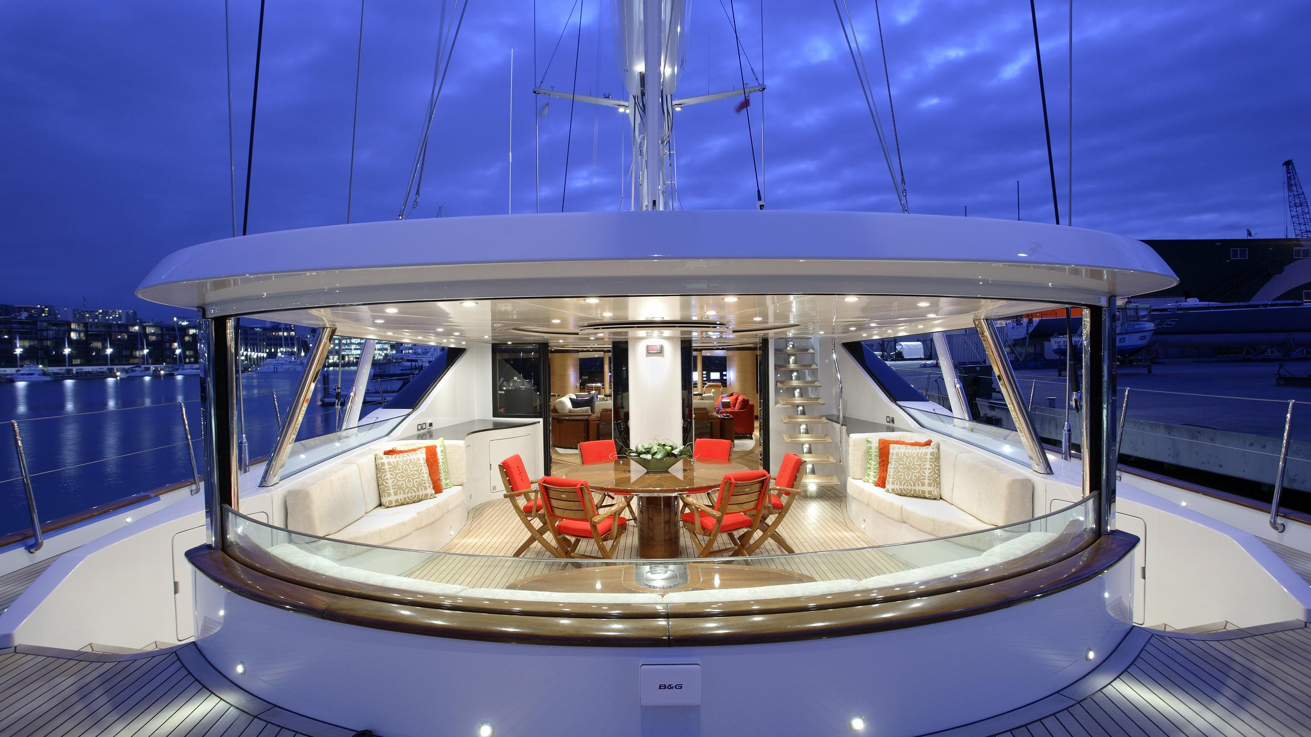 mondango-yacht-deck