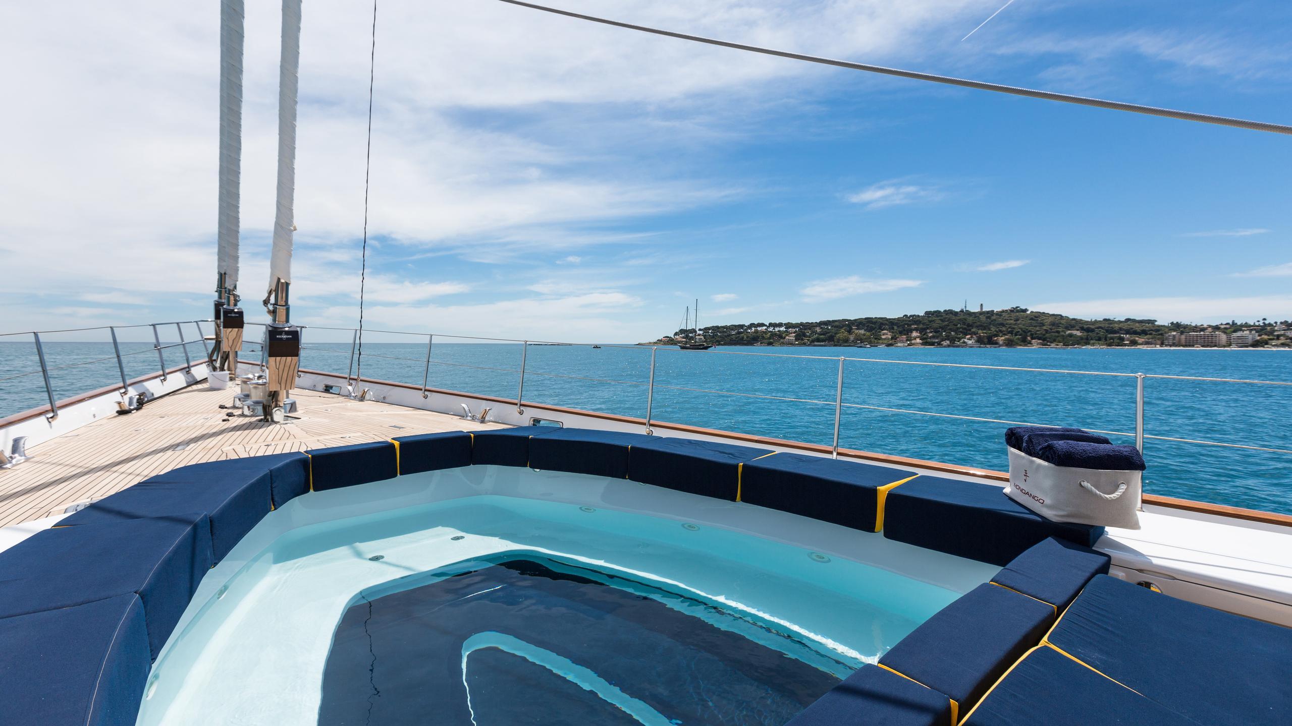 mondango-yacht-sun-deck