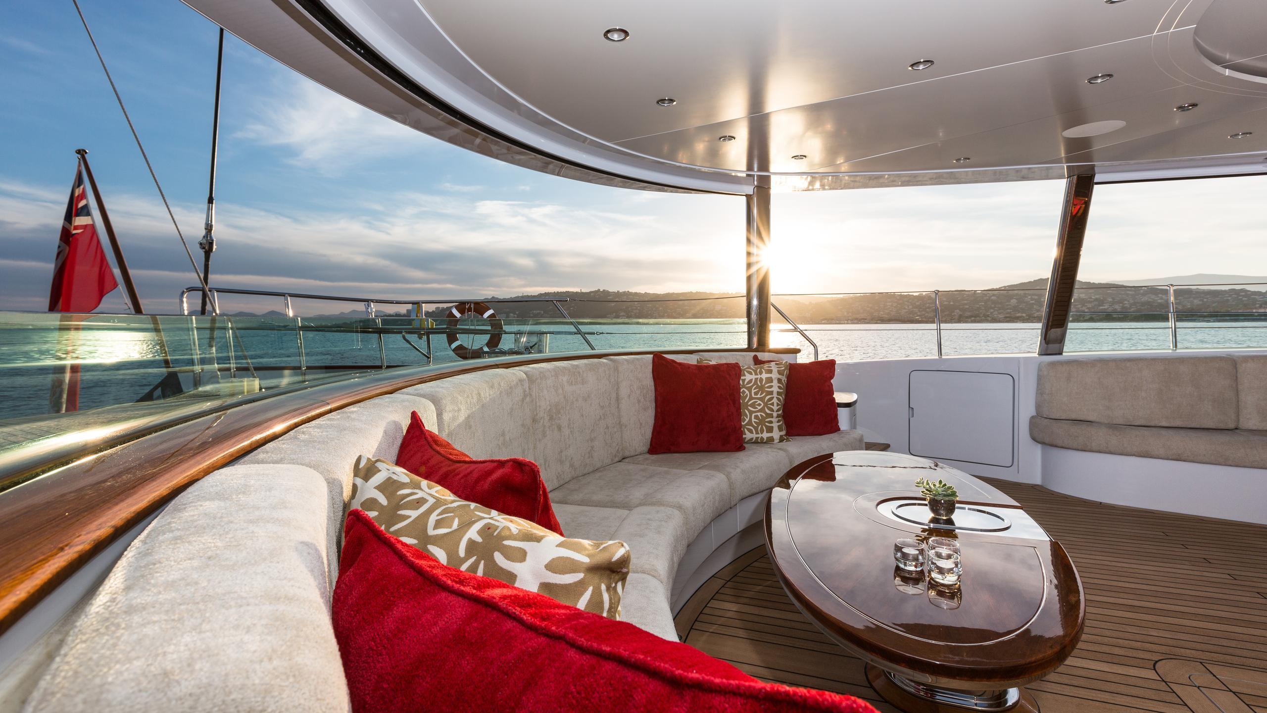 mondango-yacht-deck-lounge