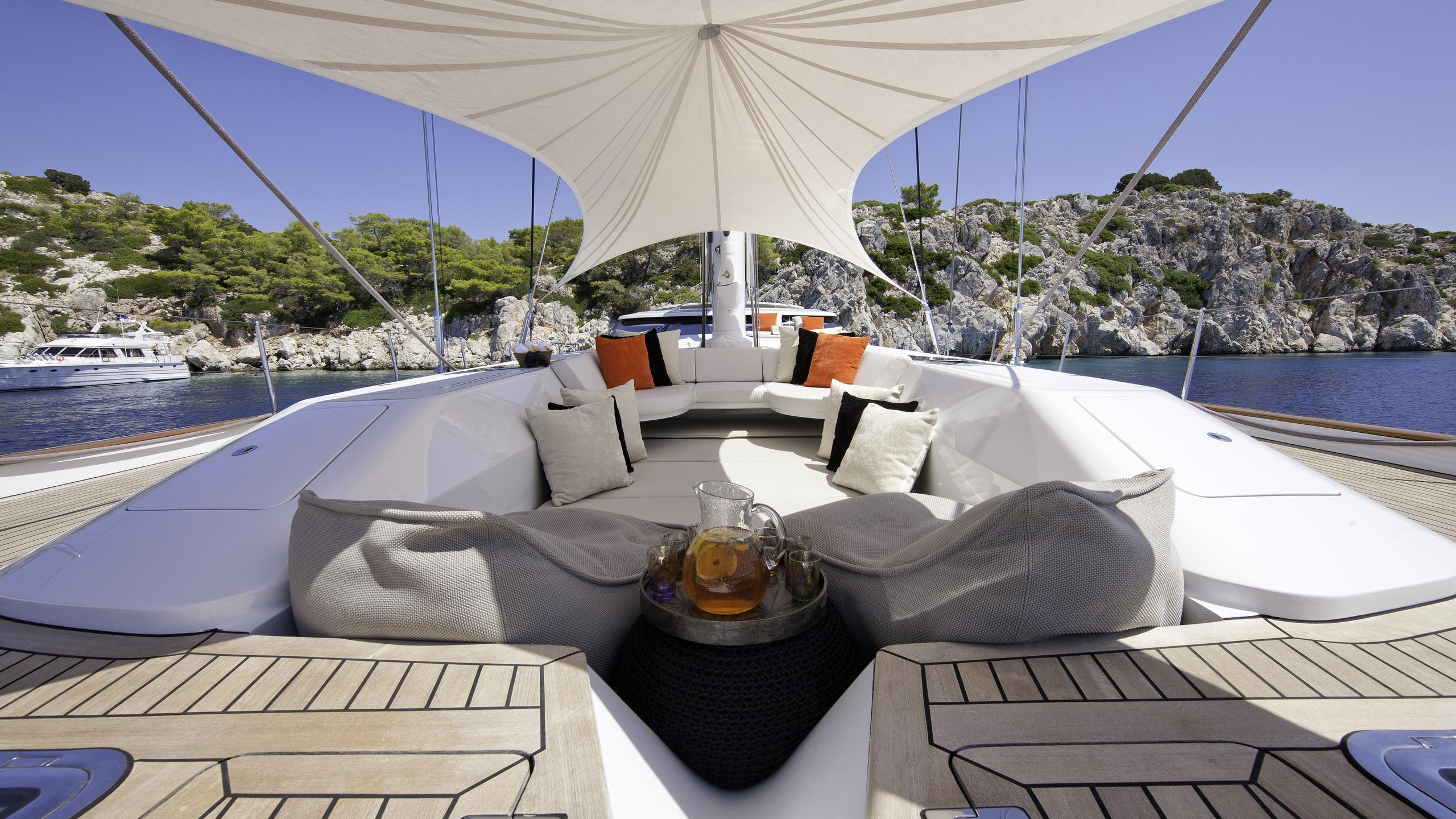destination-fox-harb'r-yacht-sun-lounger