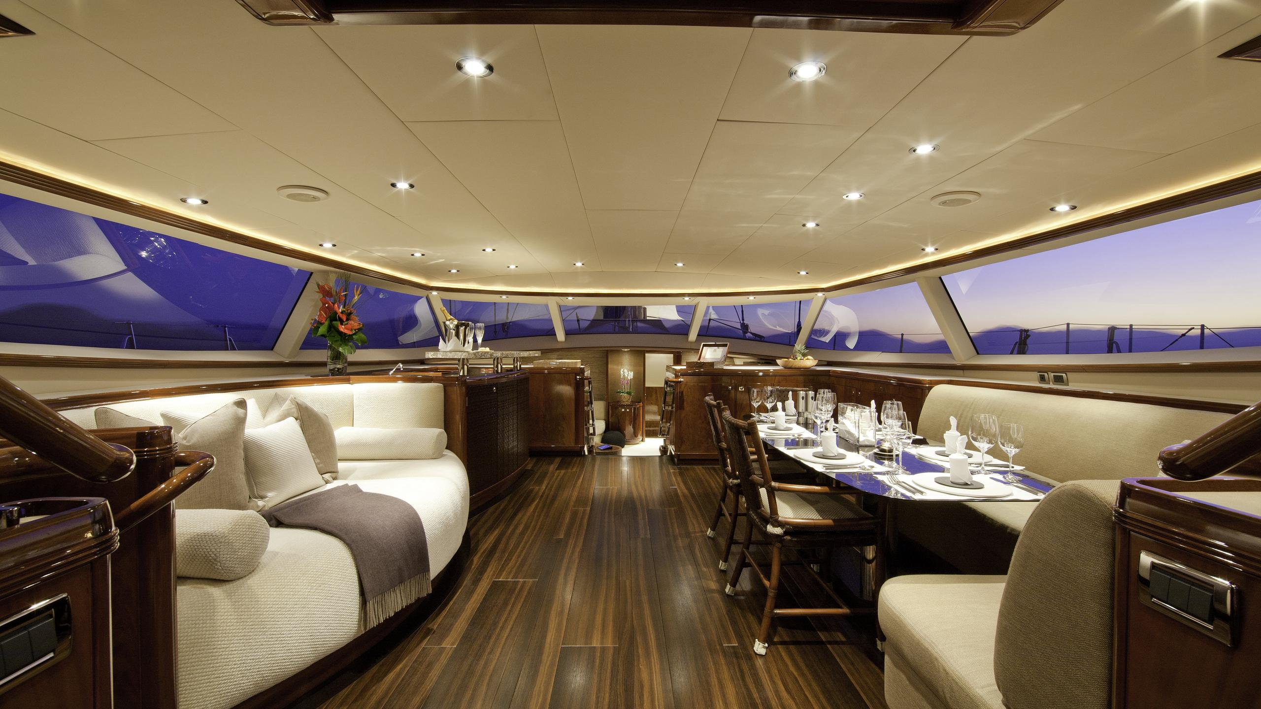 destination-fox-harb'r-yacht-saloon