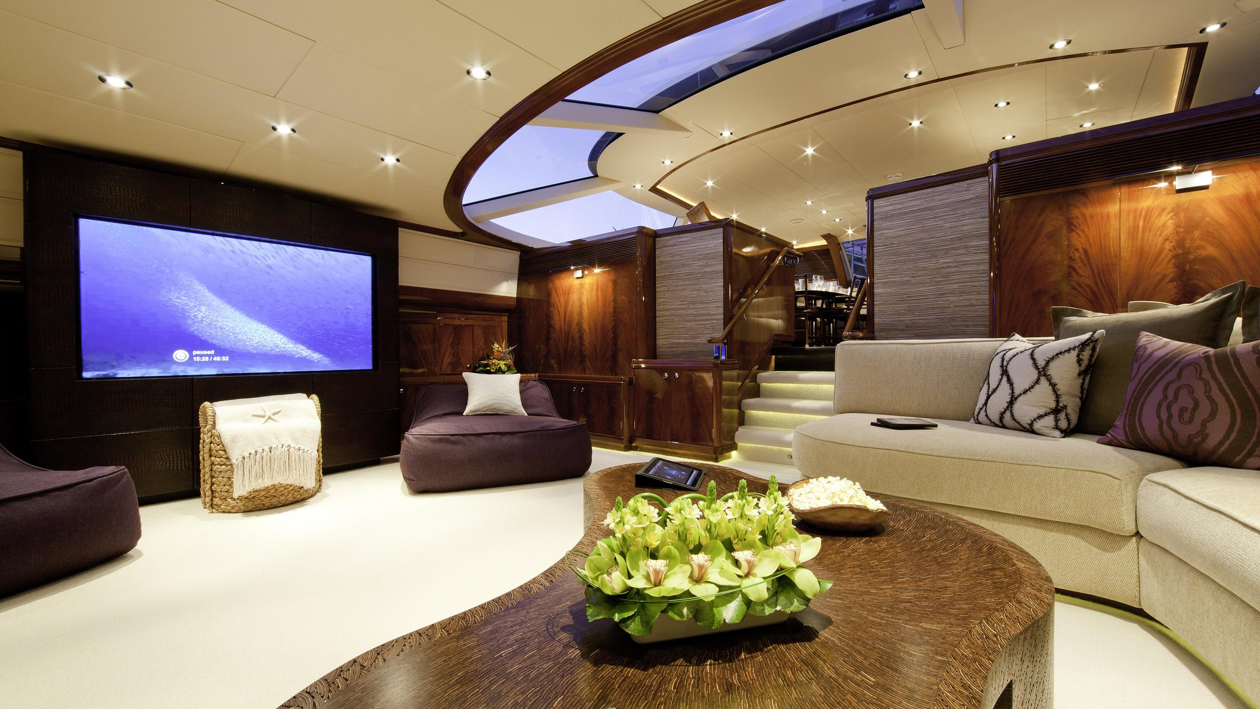 destination-fox-harb'r-yacht-lounge