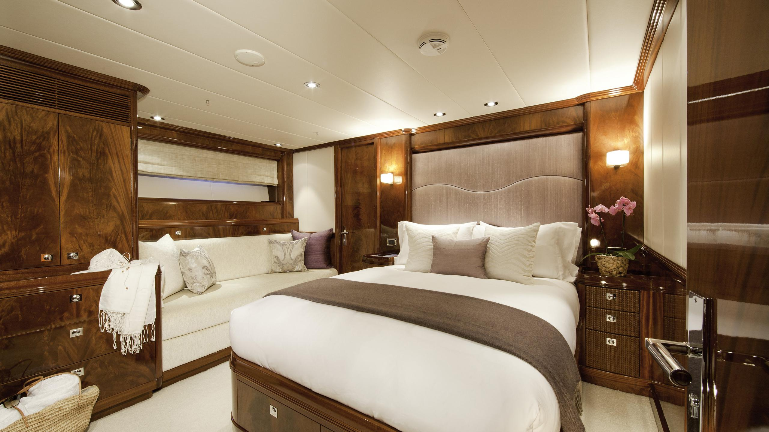 destination-fox-harb'r-yacht-double-cabin