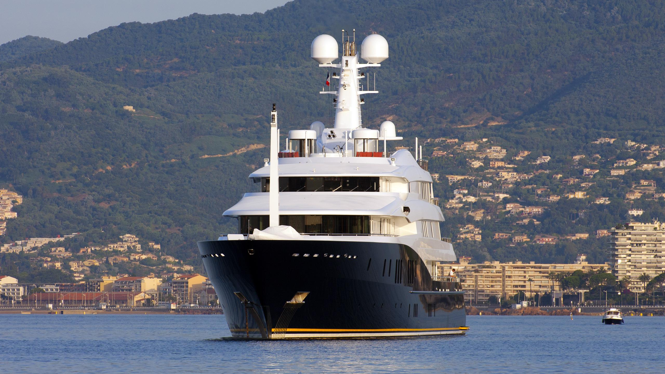 c2-yacht-exterior