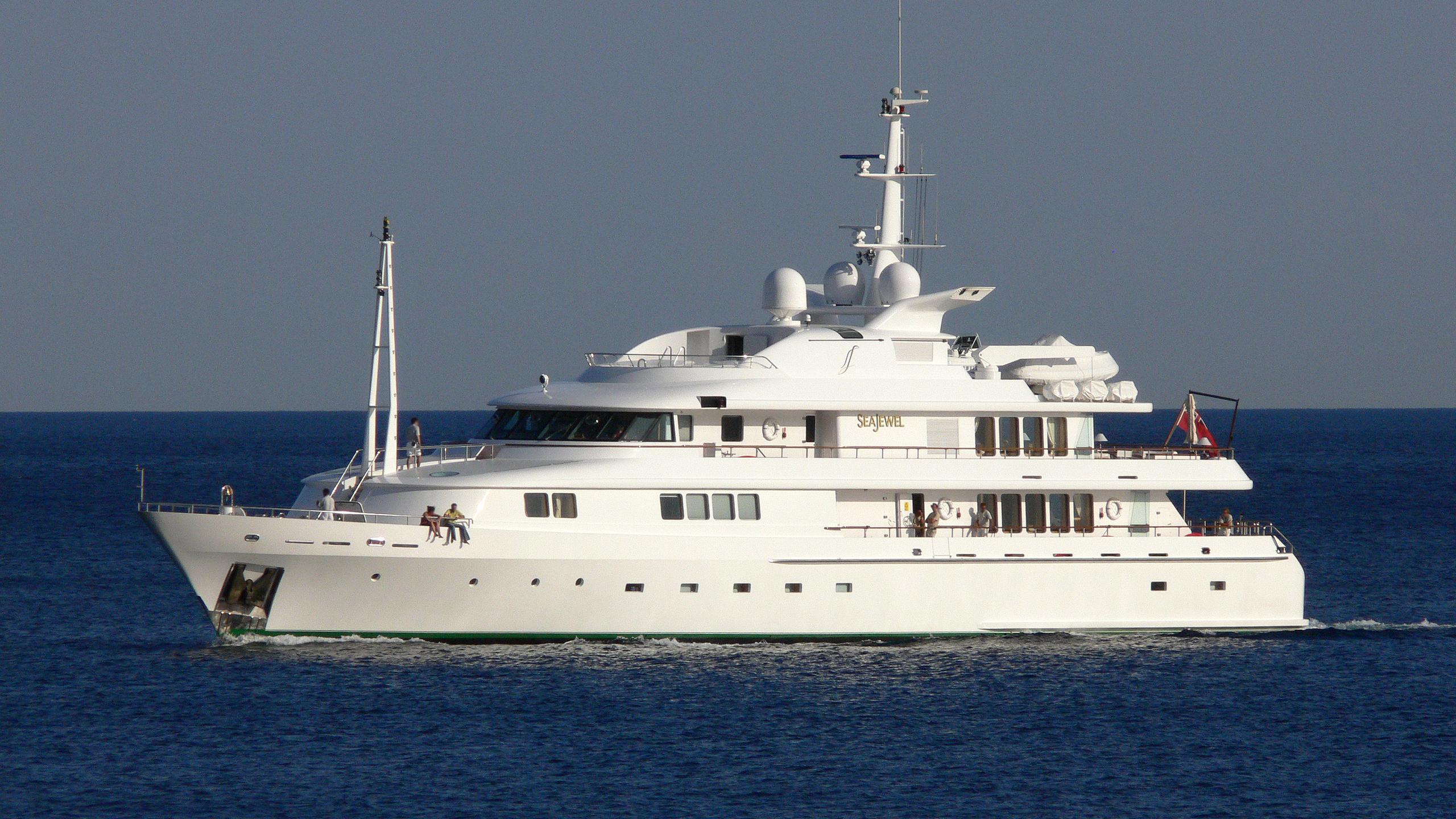 amore-mio-ii-yacht-exterior