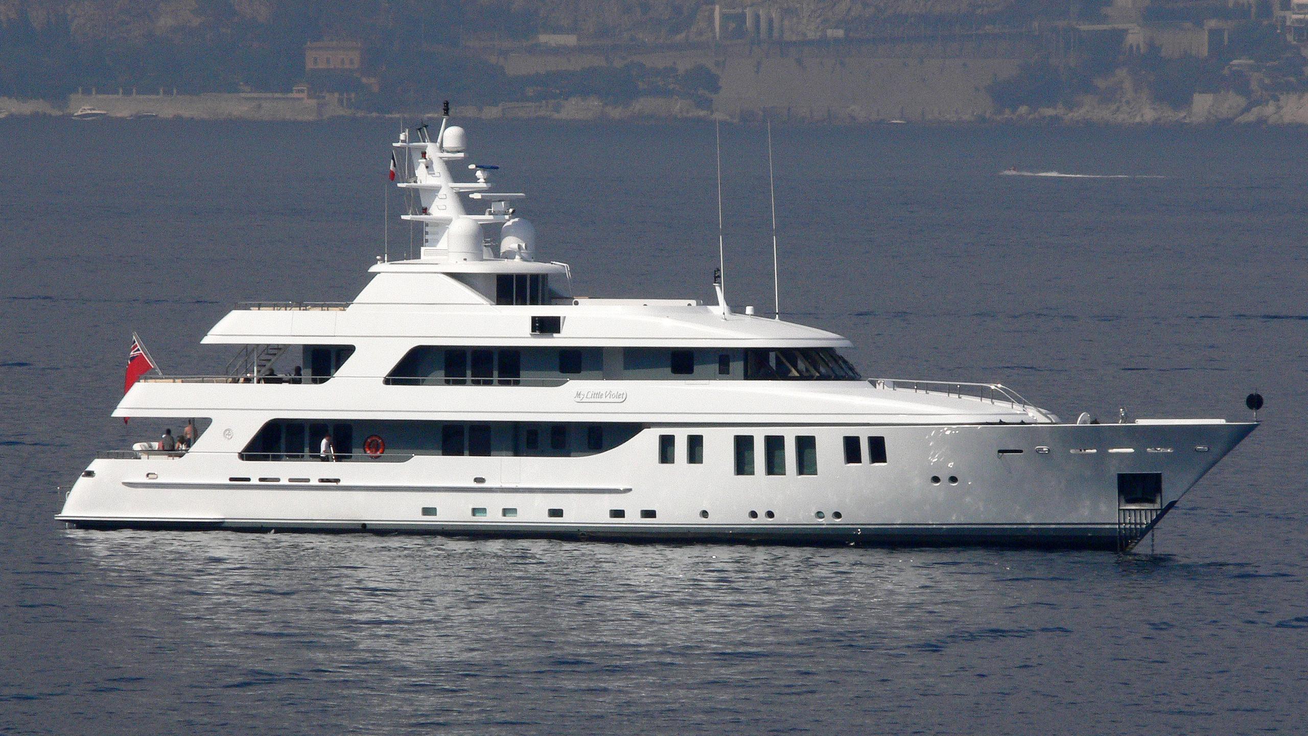 my-little-violet-yacht-exterior