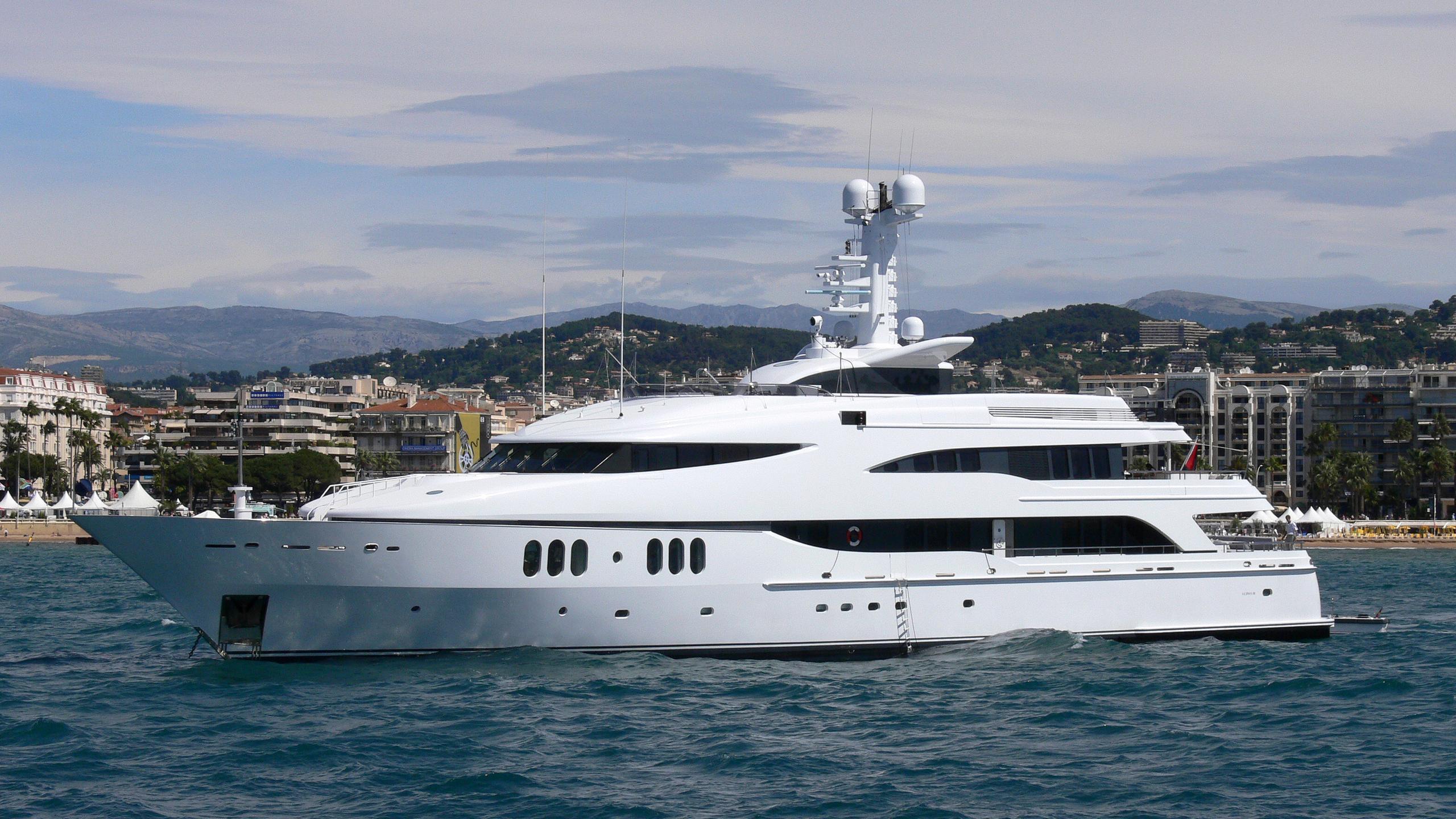 diamond-a-yacht-exterior