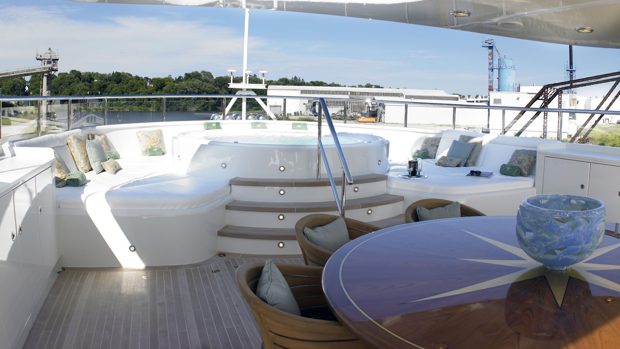 maghreb-v-yacht-hot-tub