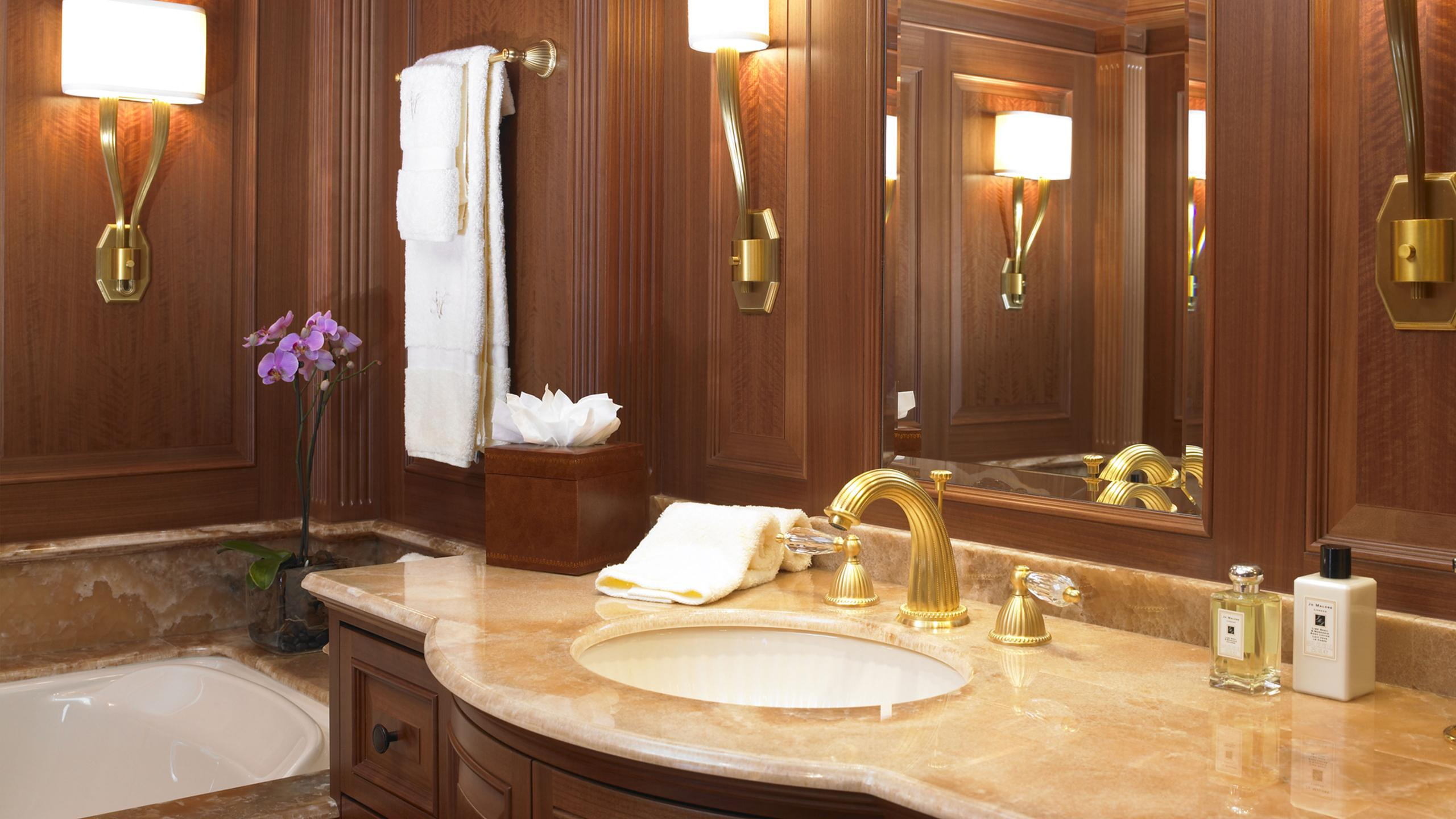 maghreb-v-yacht-bathroom