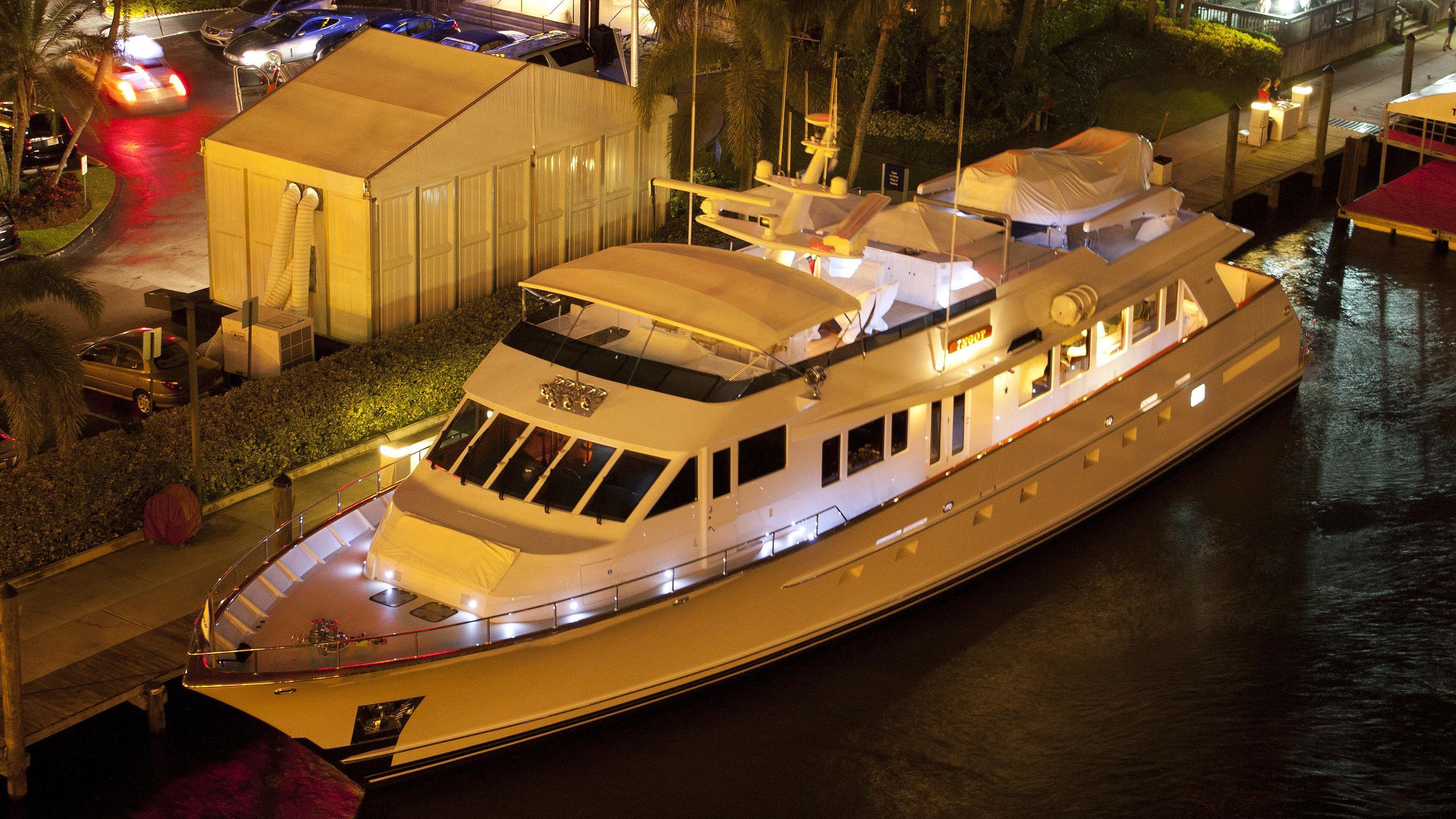 ingot-yacht-exterior