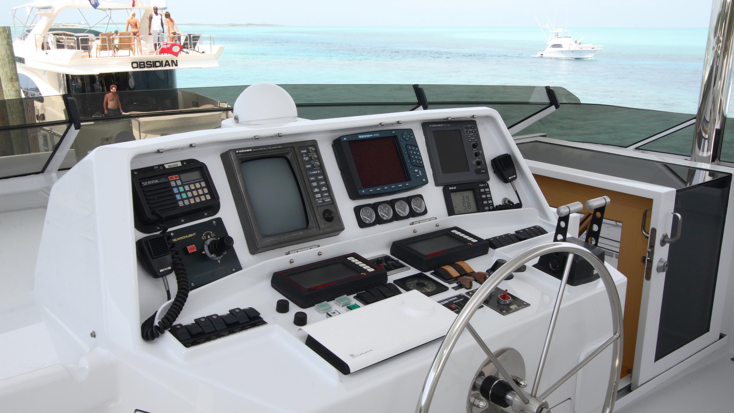 roamin-holiday-yacht-helm-deck