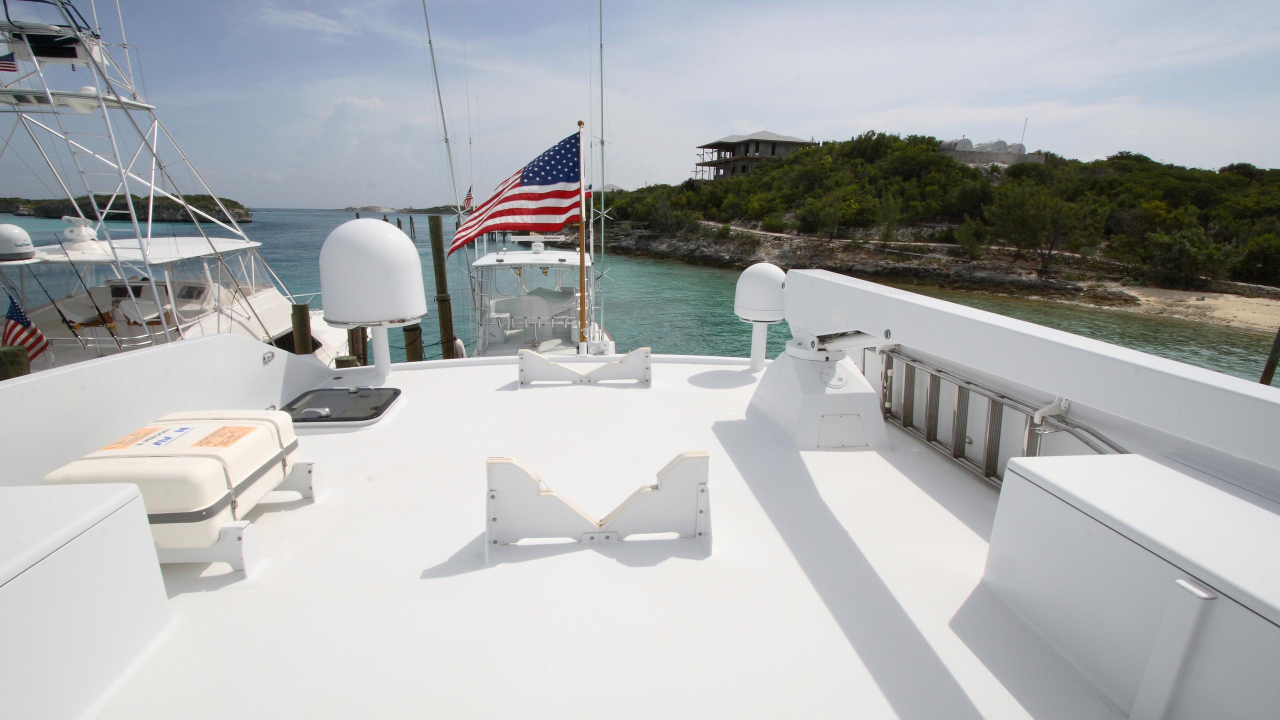 roamin-holiday-yacht-upper-deck