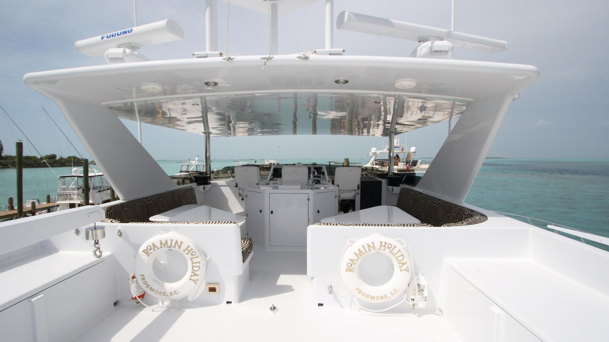 roamin-holiday-yacht-fly-deck