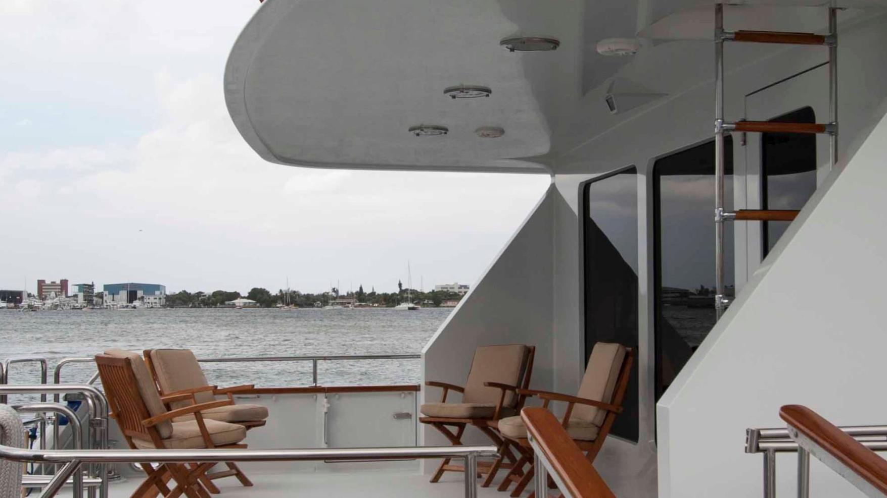 roamin-holiday-yacht-aft-deck