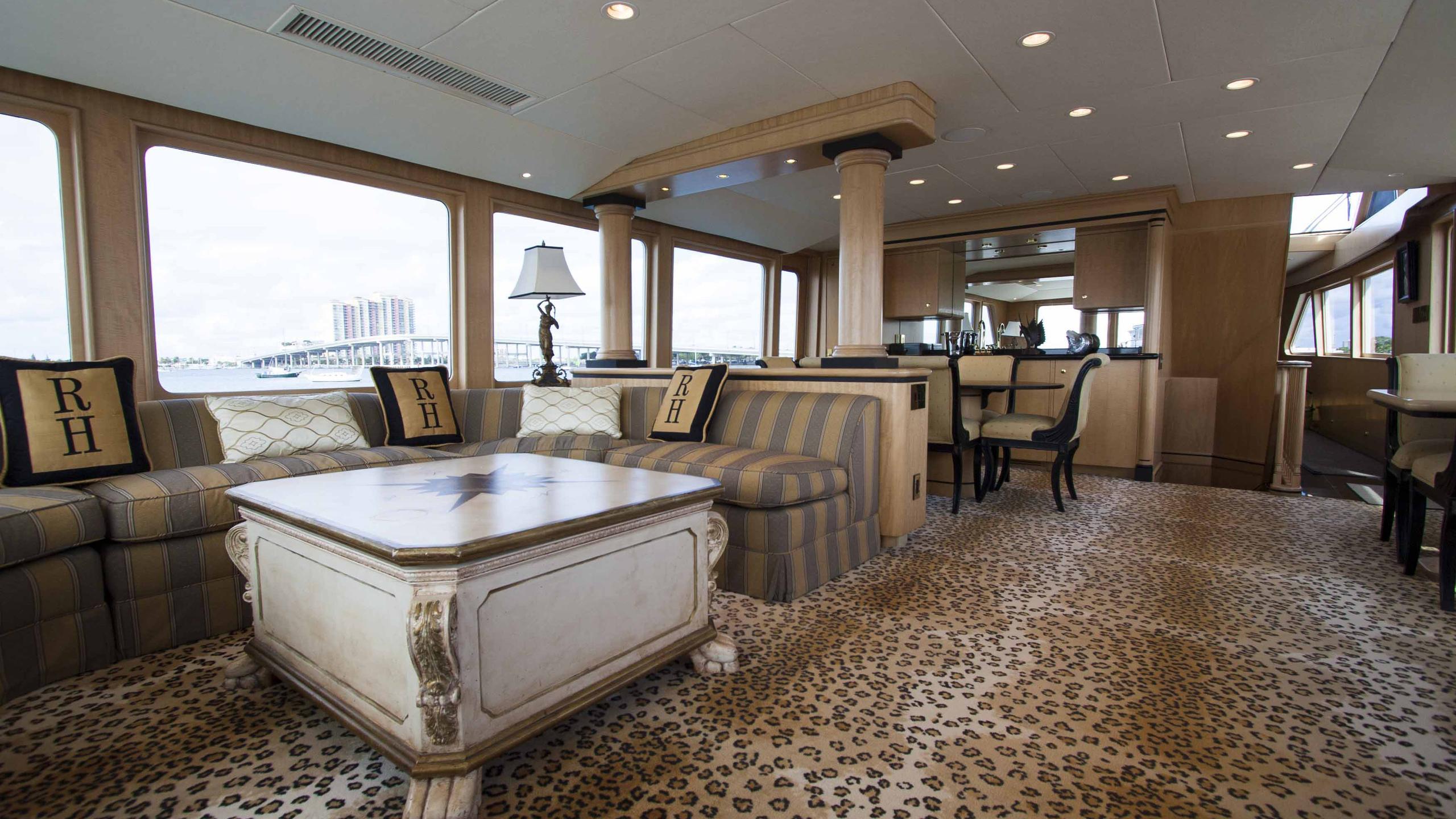 roamin-holiday-yacht-saloon