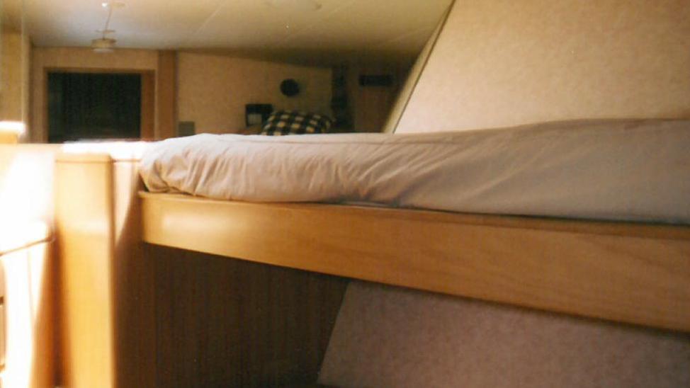 roamin-holiday-yacht-crew-twin-cabin