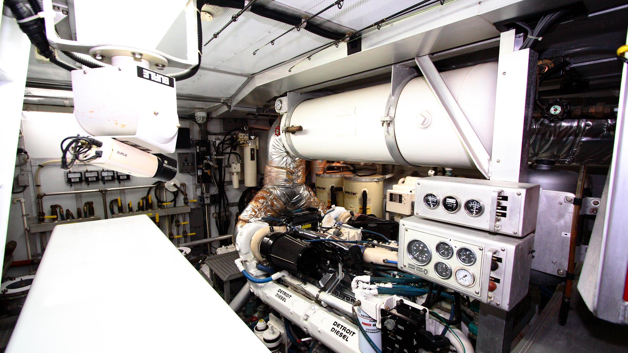 roamin-holiday-yacht-engine