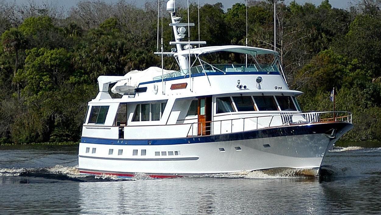 capricho-yacht-running