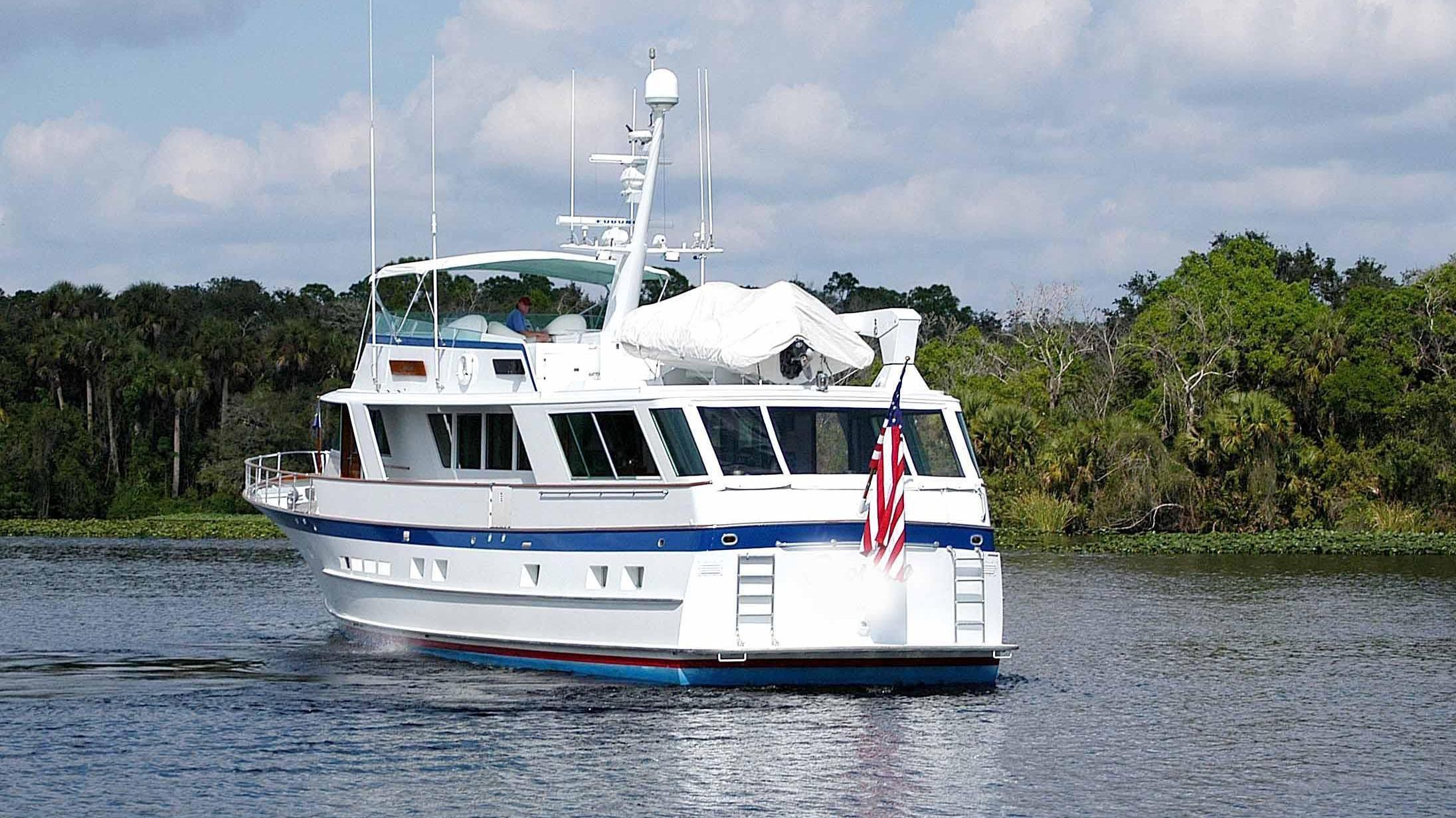 capricho-yacht-stern