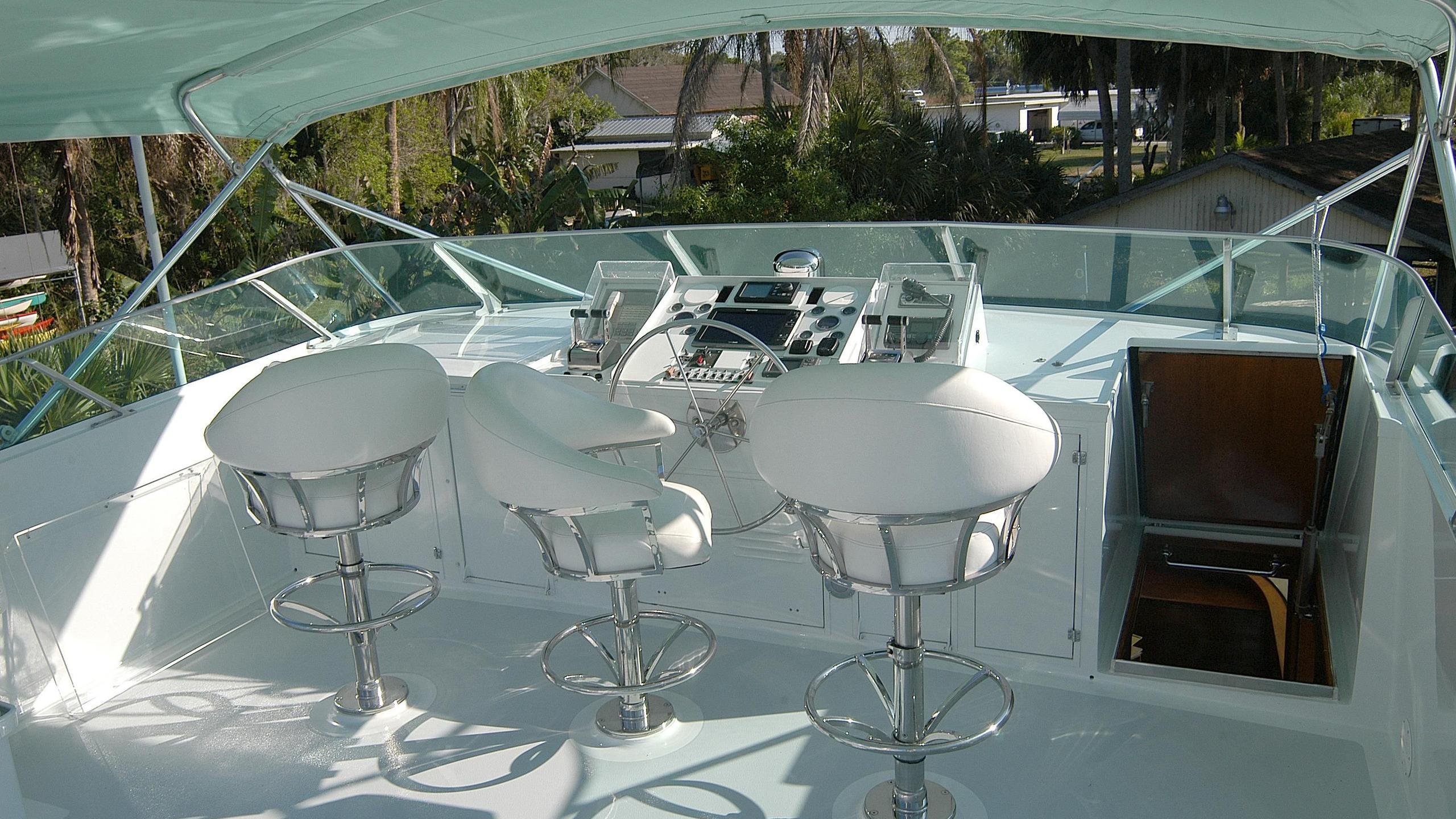 capricho-yacht-flybridge