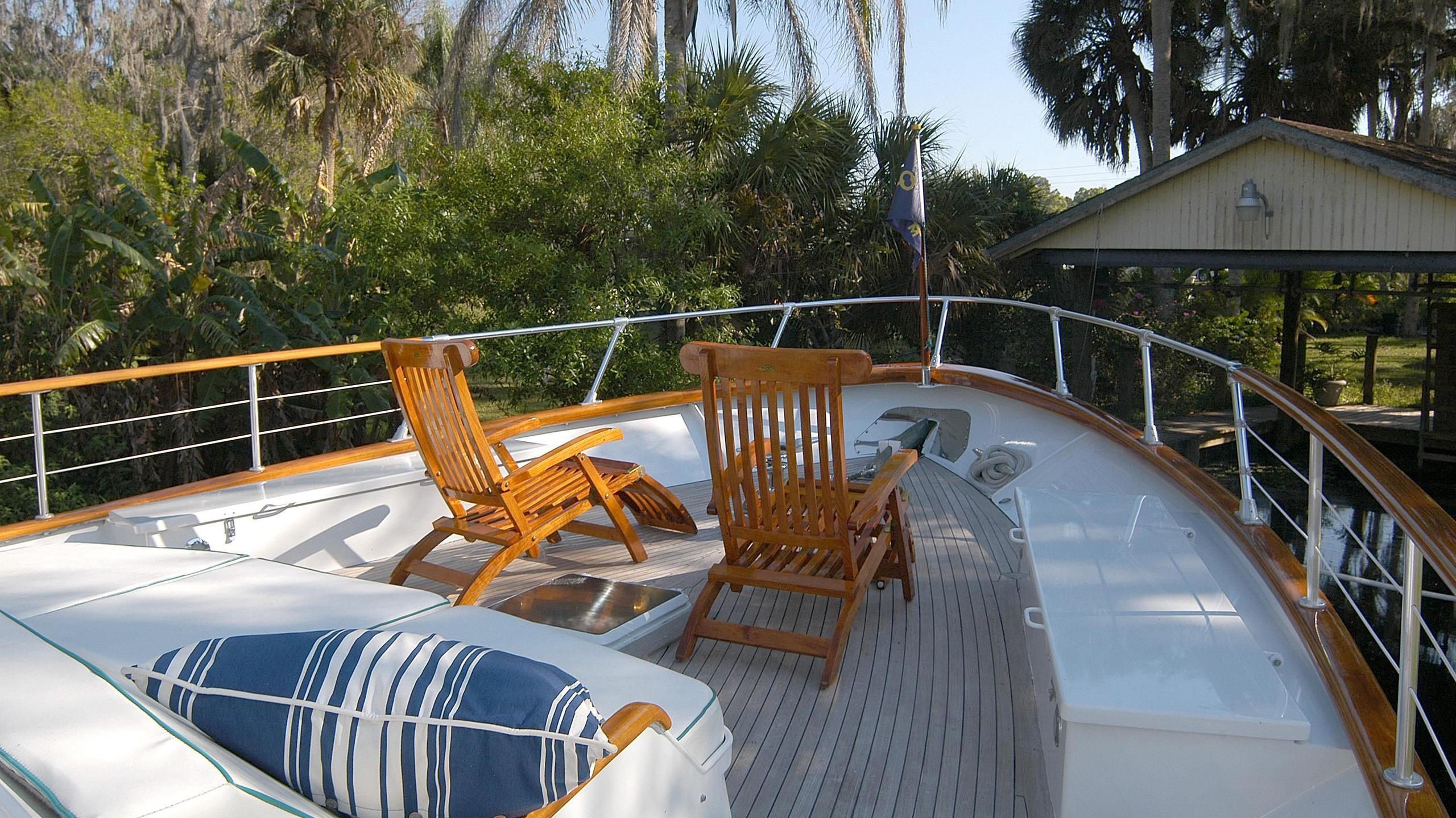 capricho-yacht-sun-deck