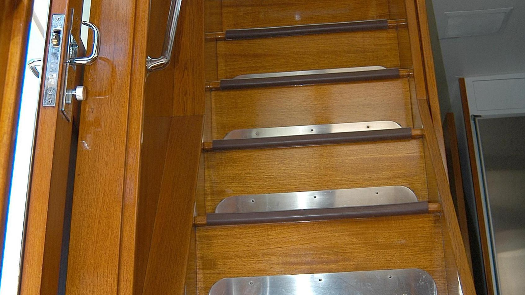 capricho-yacht-crew-staircase