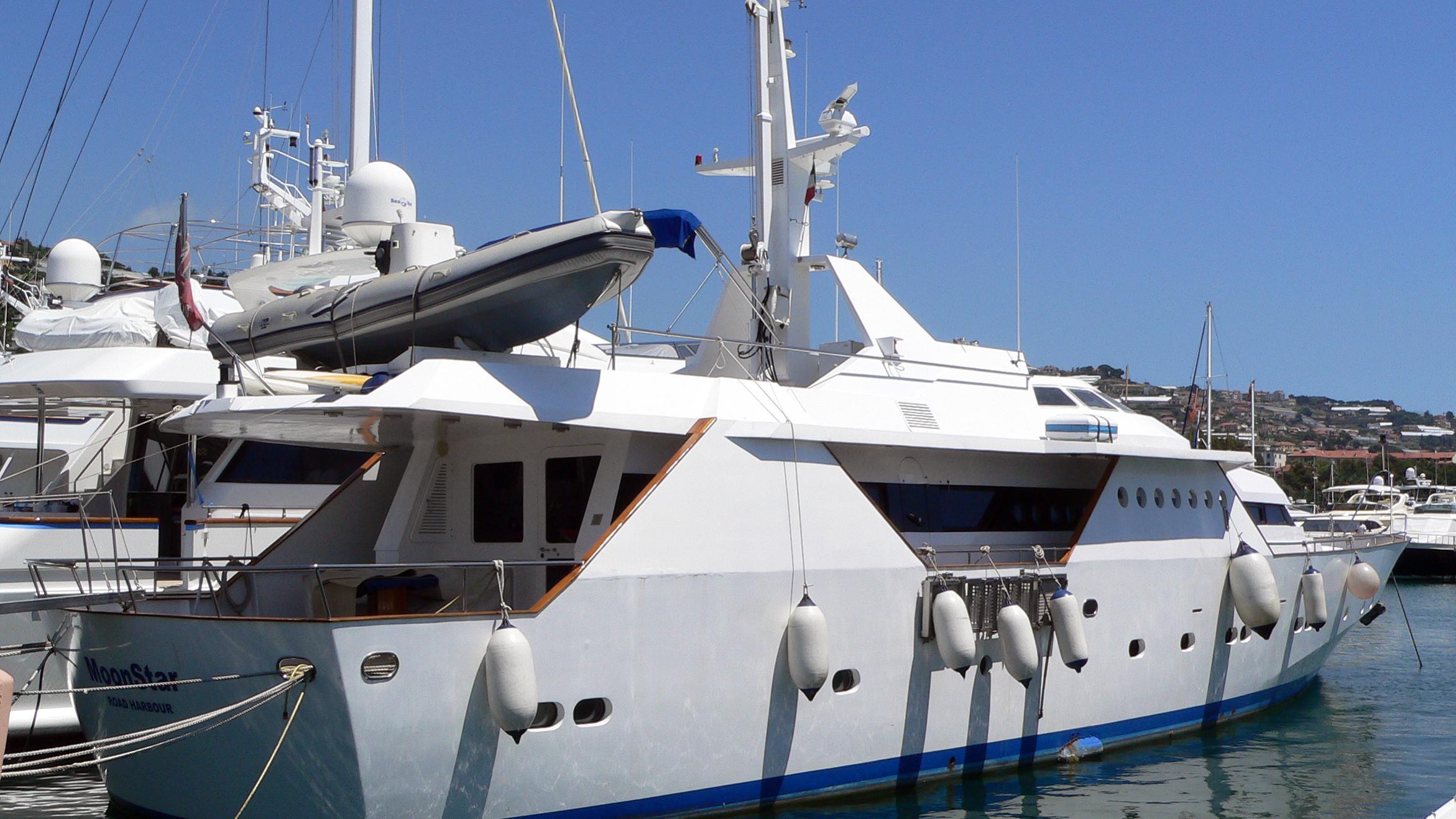 quattro-yacht-exterior