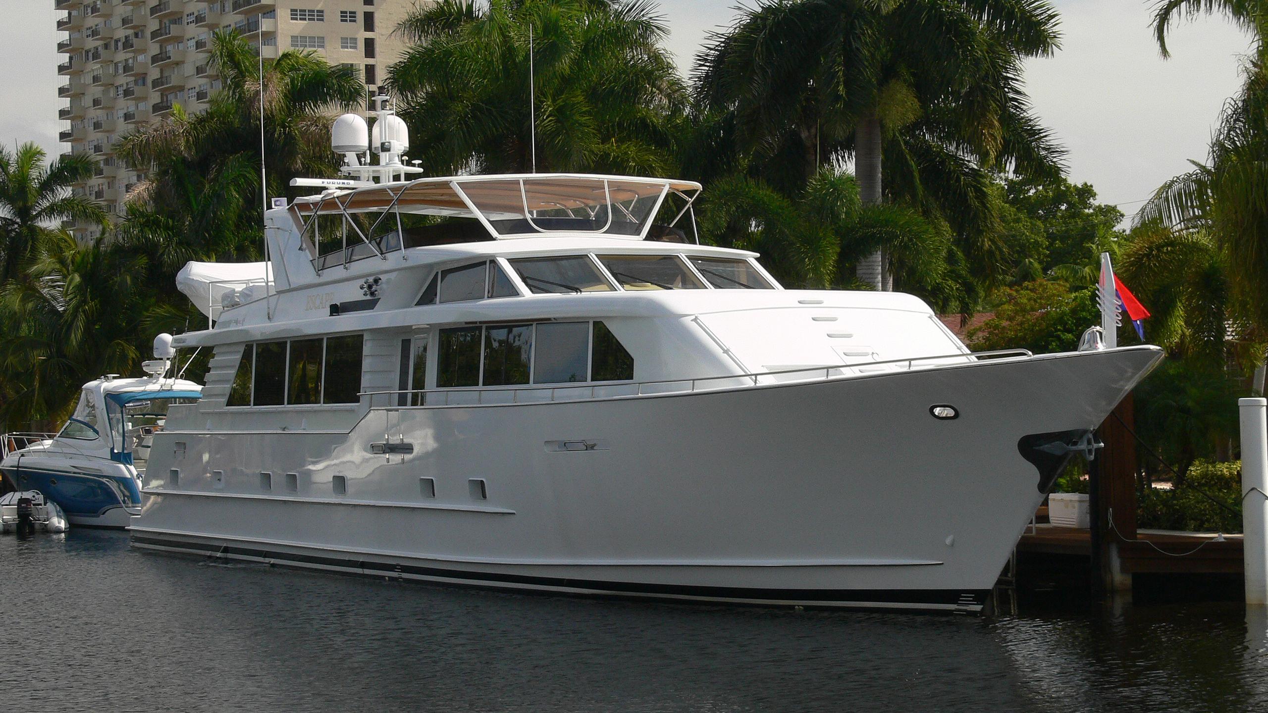 escape-yacht-exterior