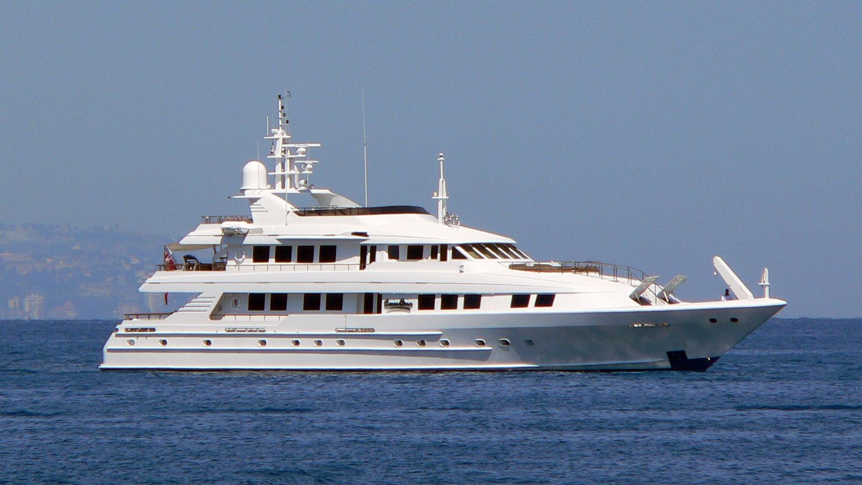 lady-nora-yacht-exterior