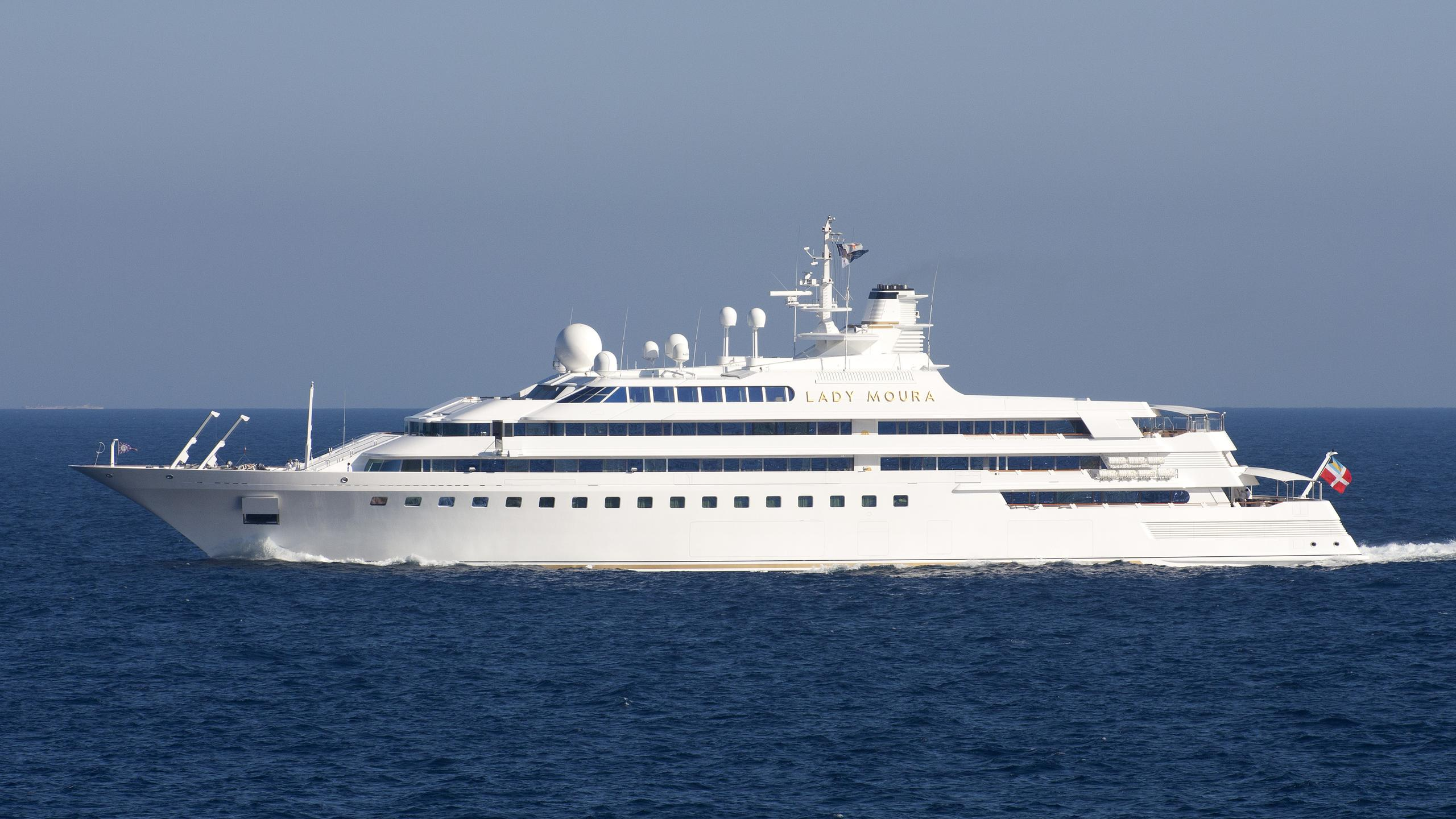 lady-moura-yacht-exterior