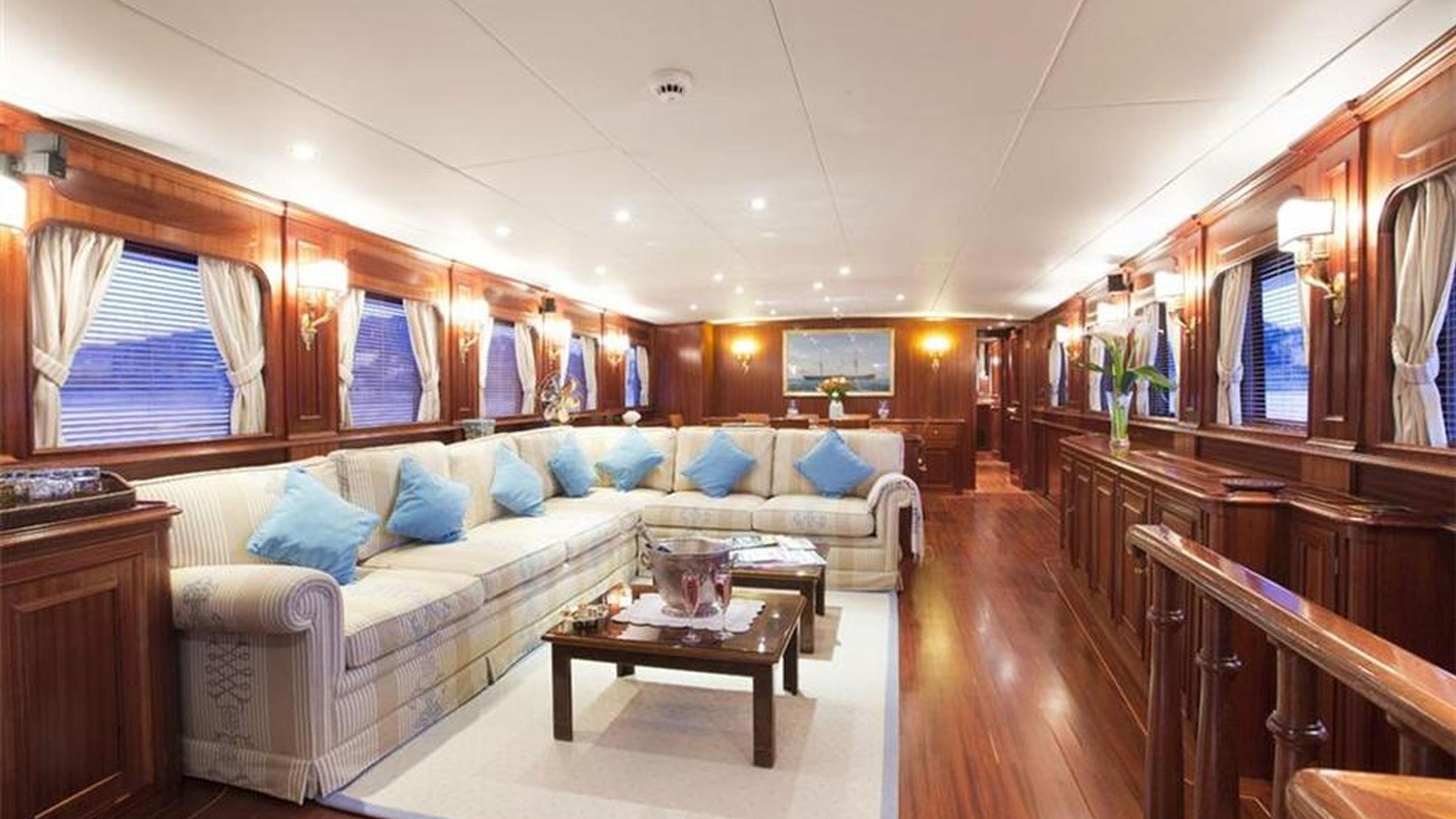 mizar-yacht-saloon