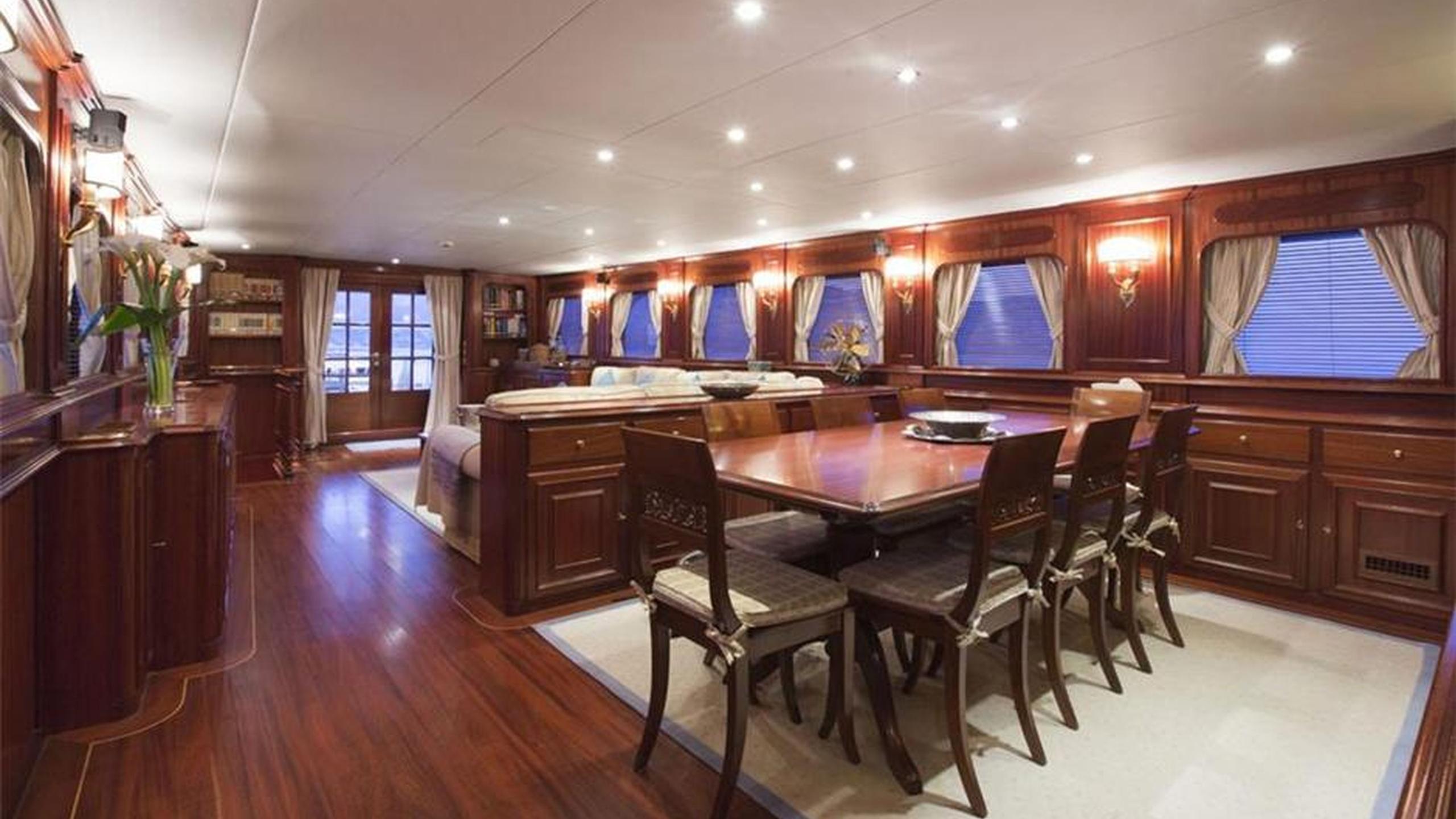 mizar-yacht-dining
