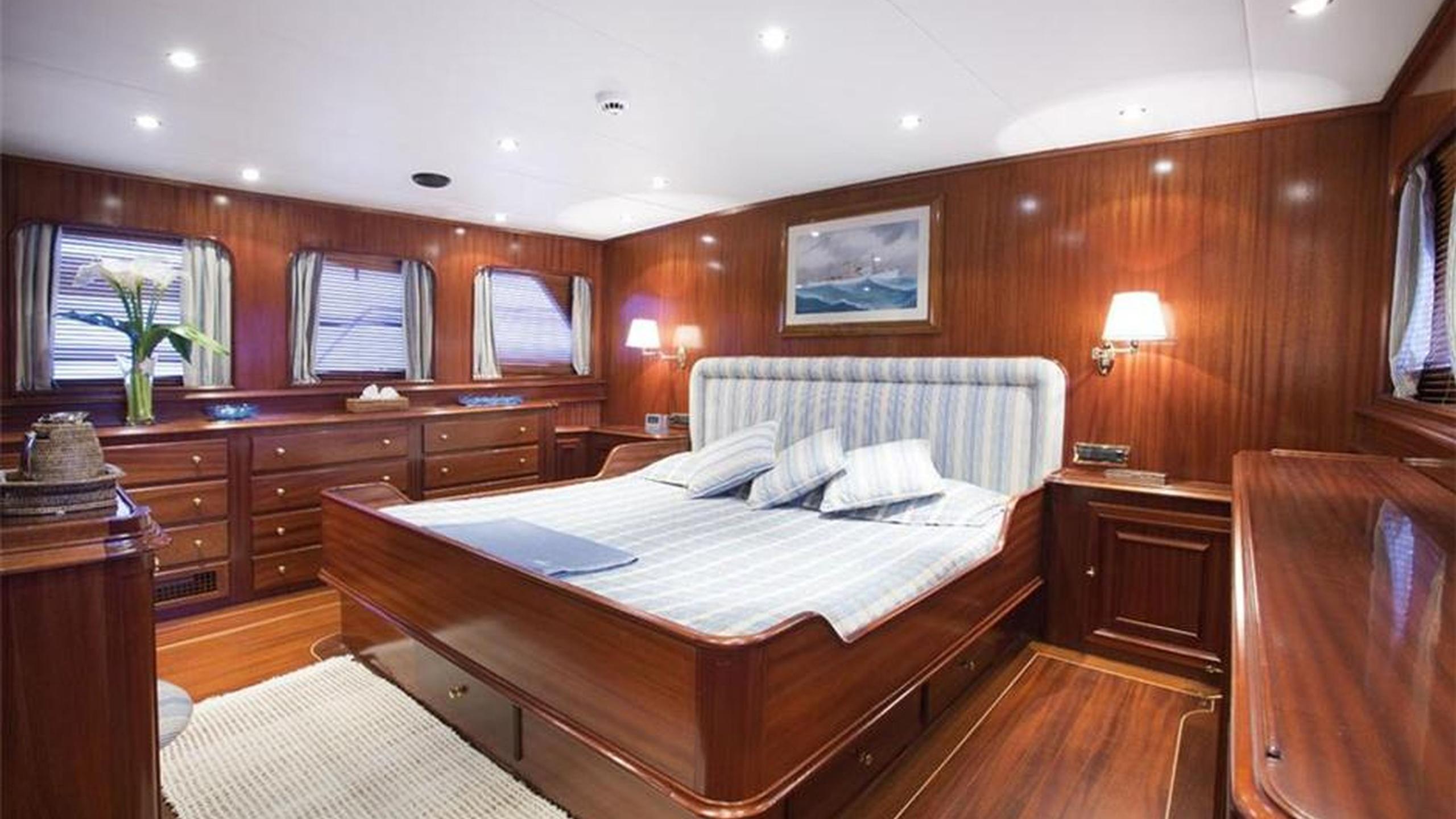 mizar-yacht-master-cabin