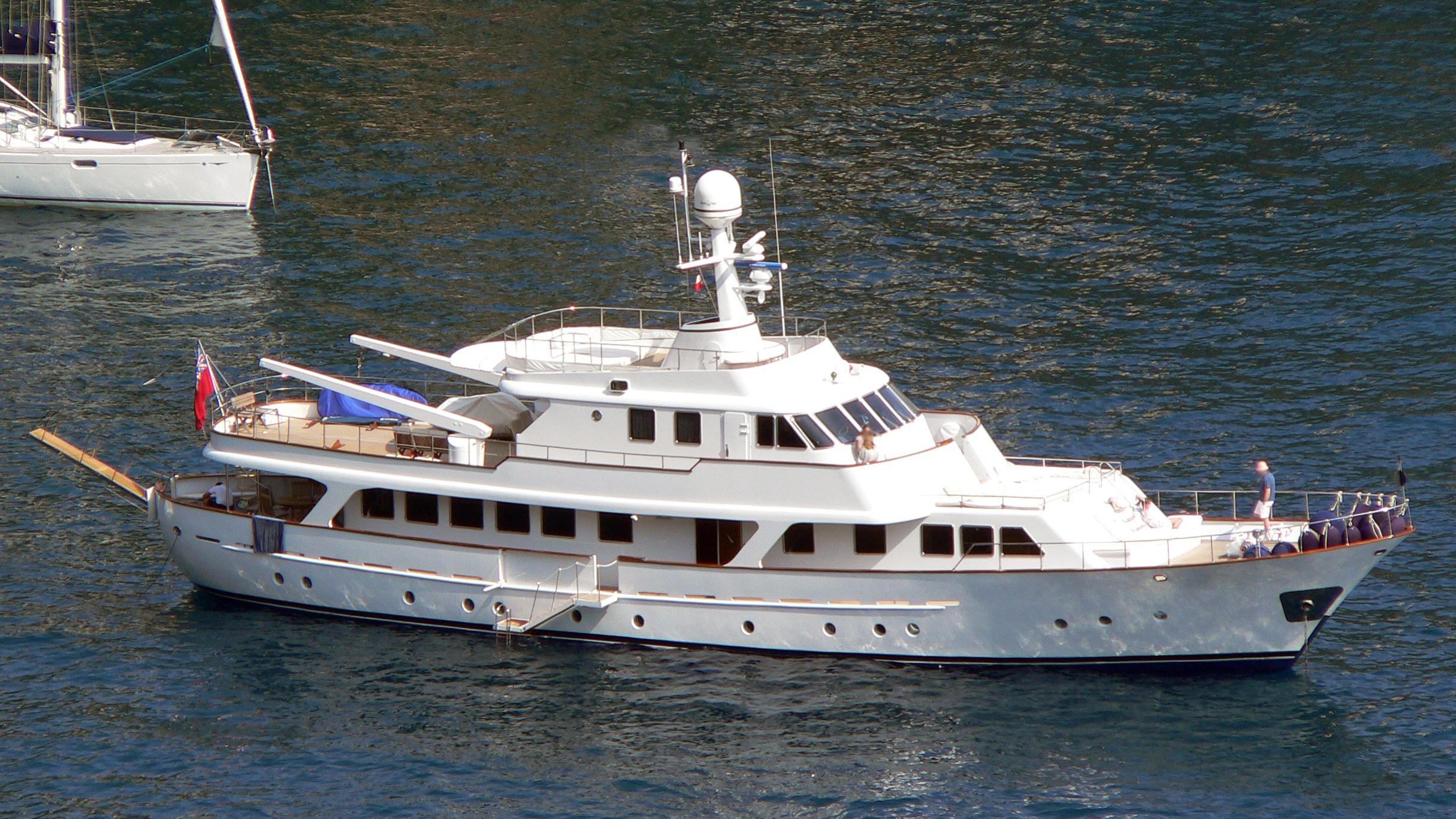 mizar-yacht-exterior