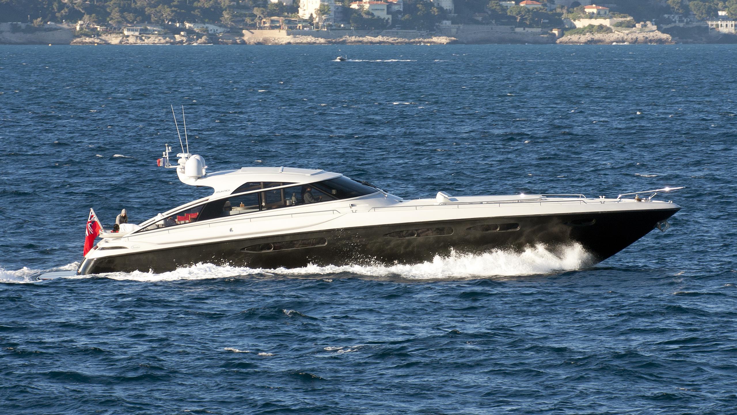 sur-londe-yacht-exterior