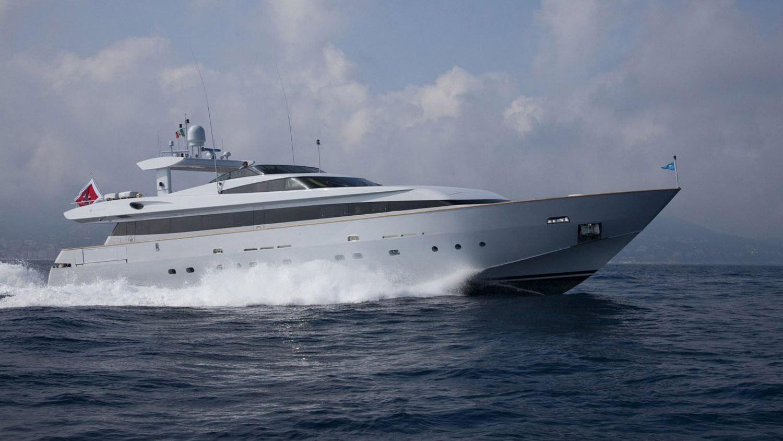 my-space-yacht-cruising