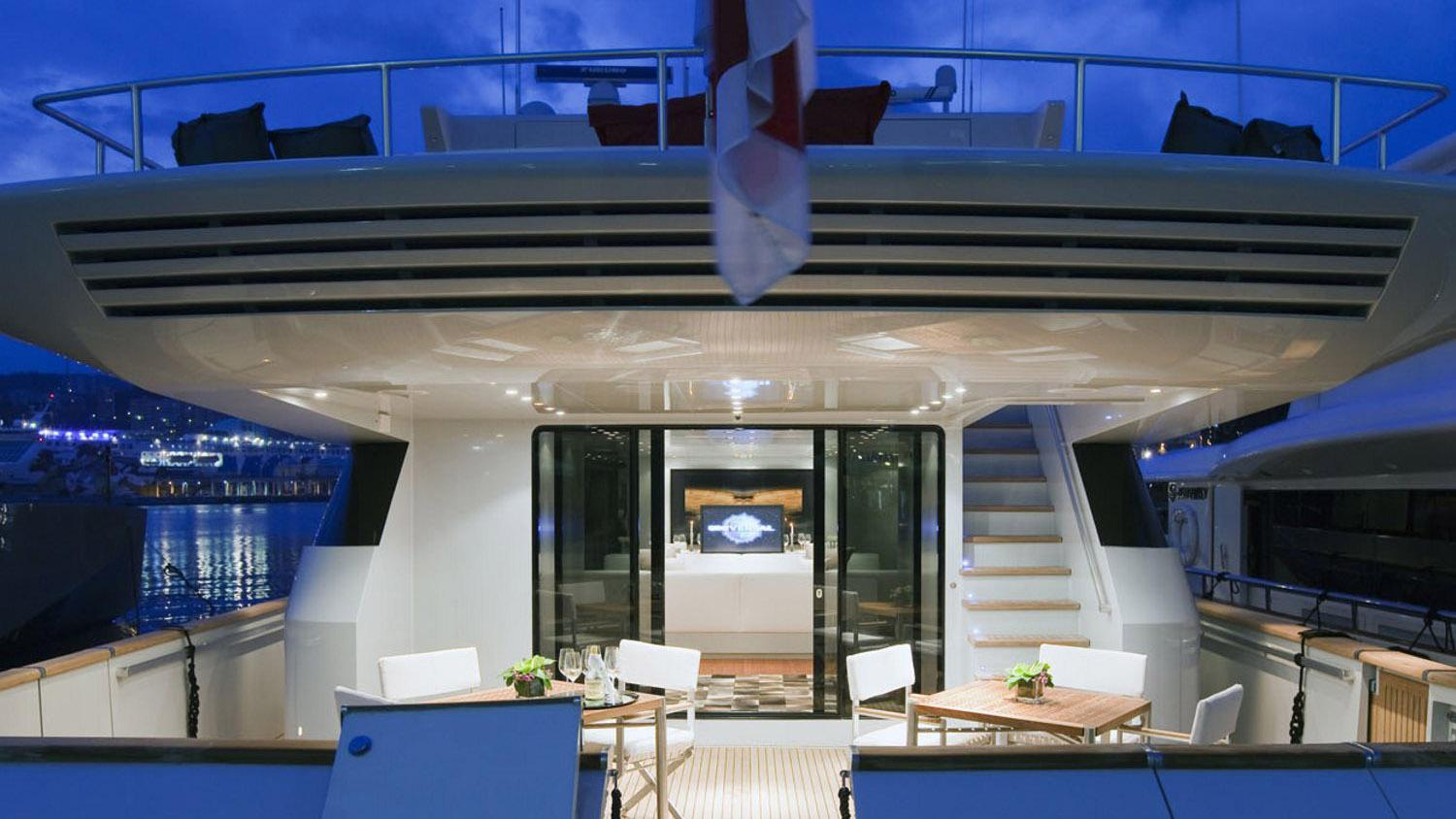 my-space-yacht-aft-dining