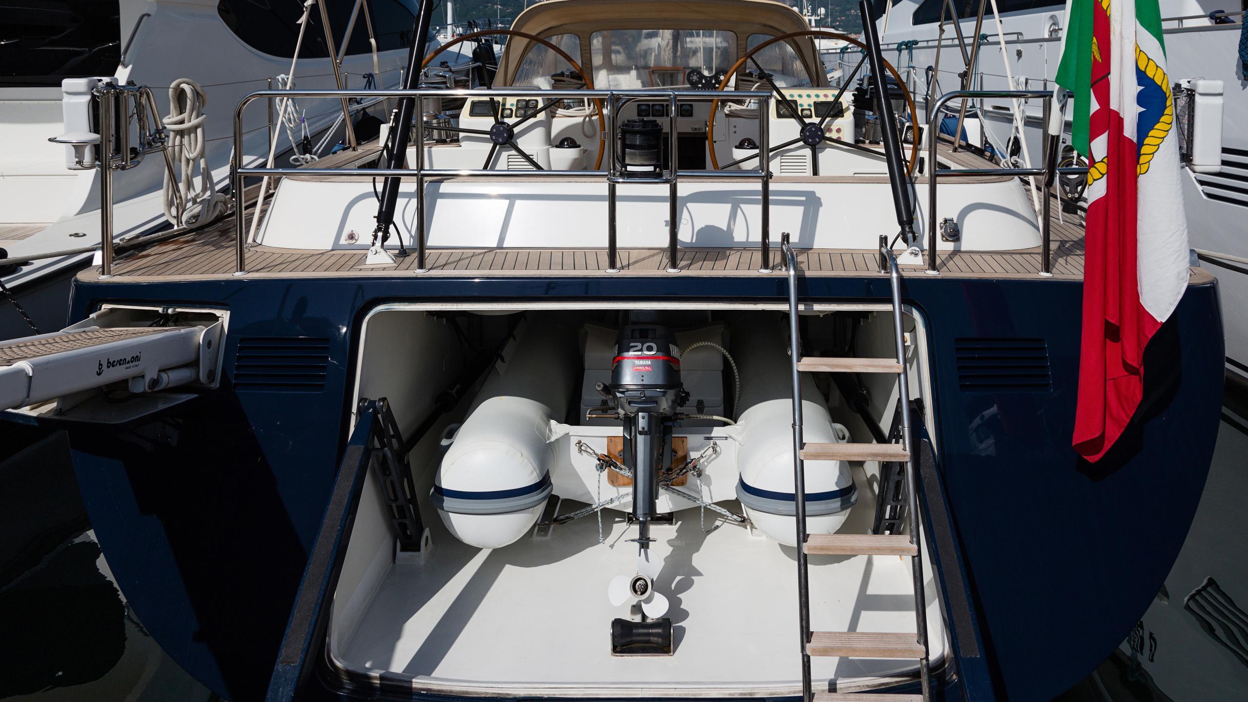 lady-g-yacht-tender