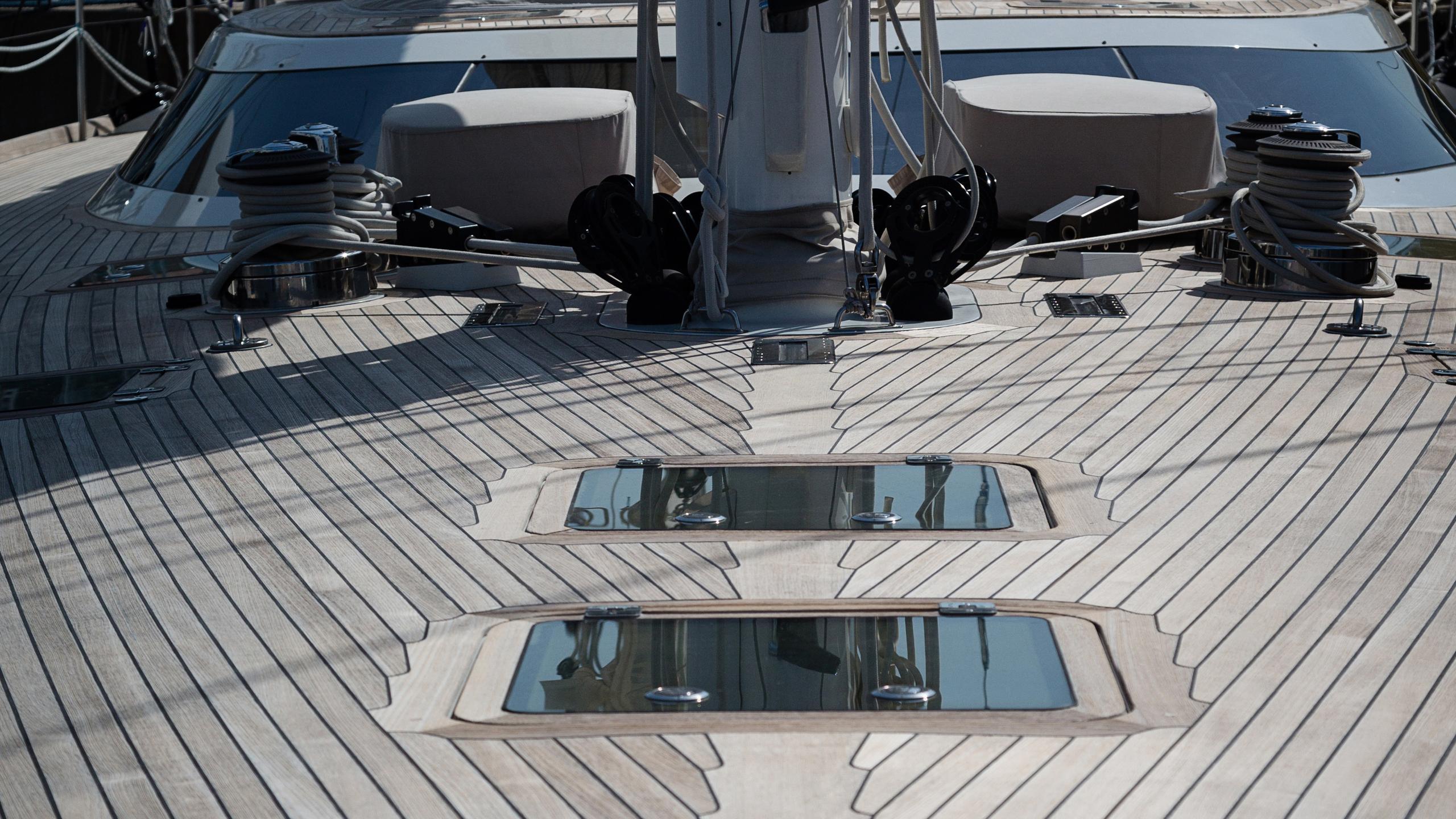 lady-g-yacht-deck