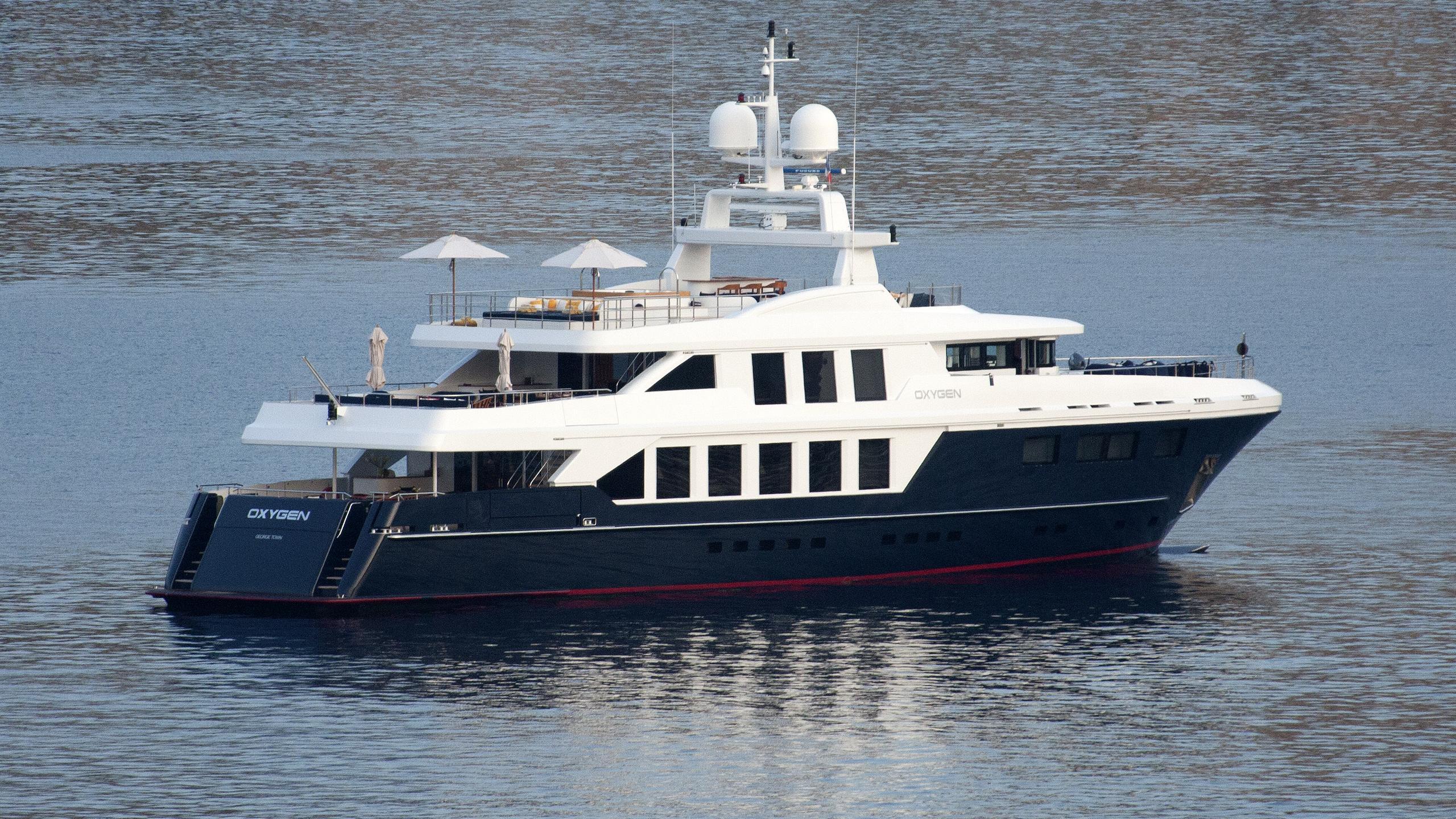 oxygen-yacht-exterior