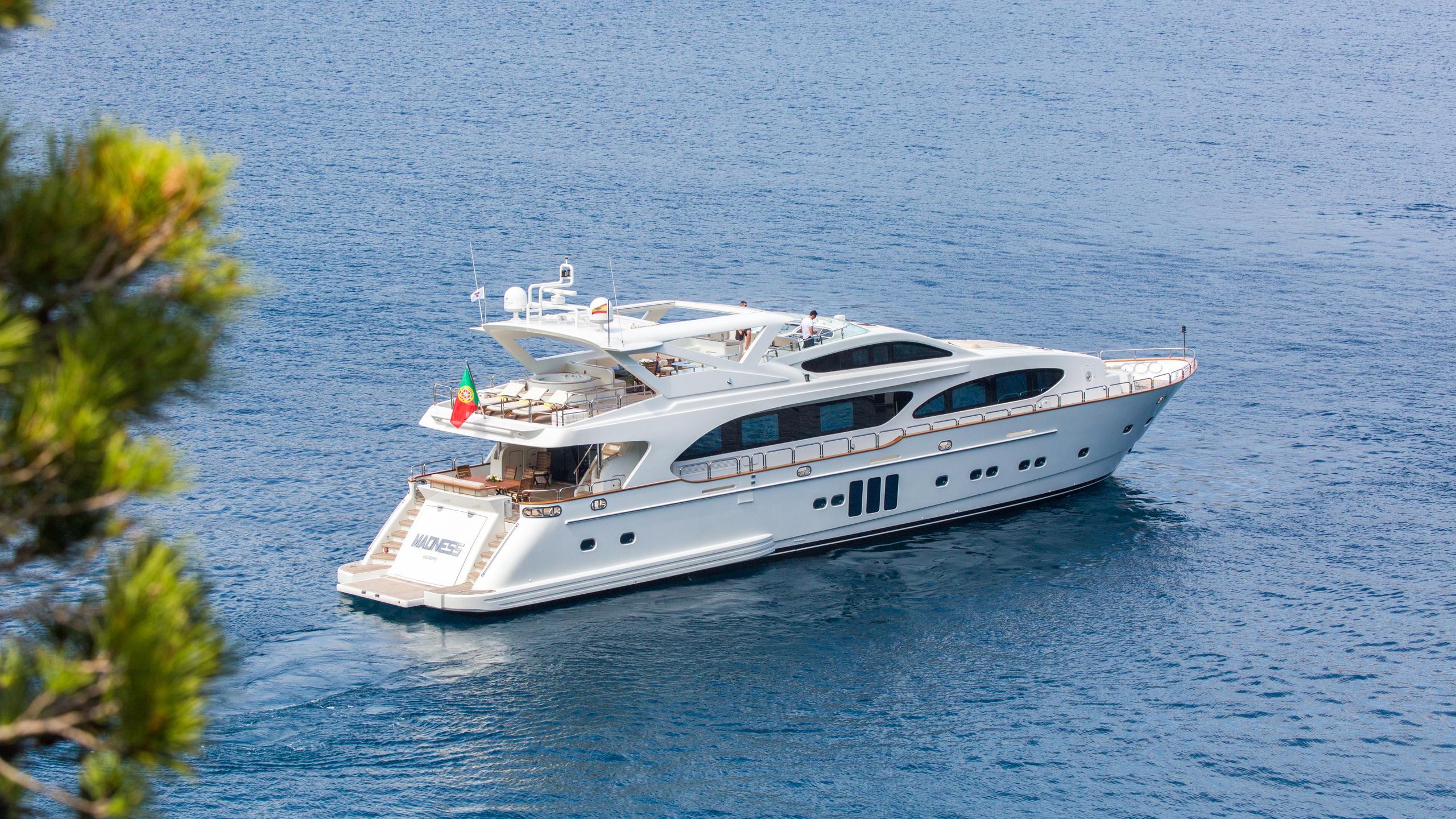 madness-yacht-at-sea